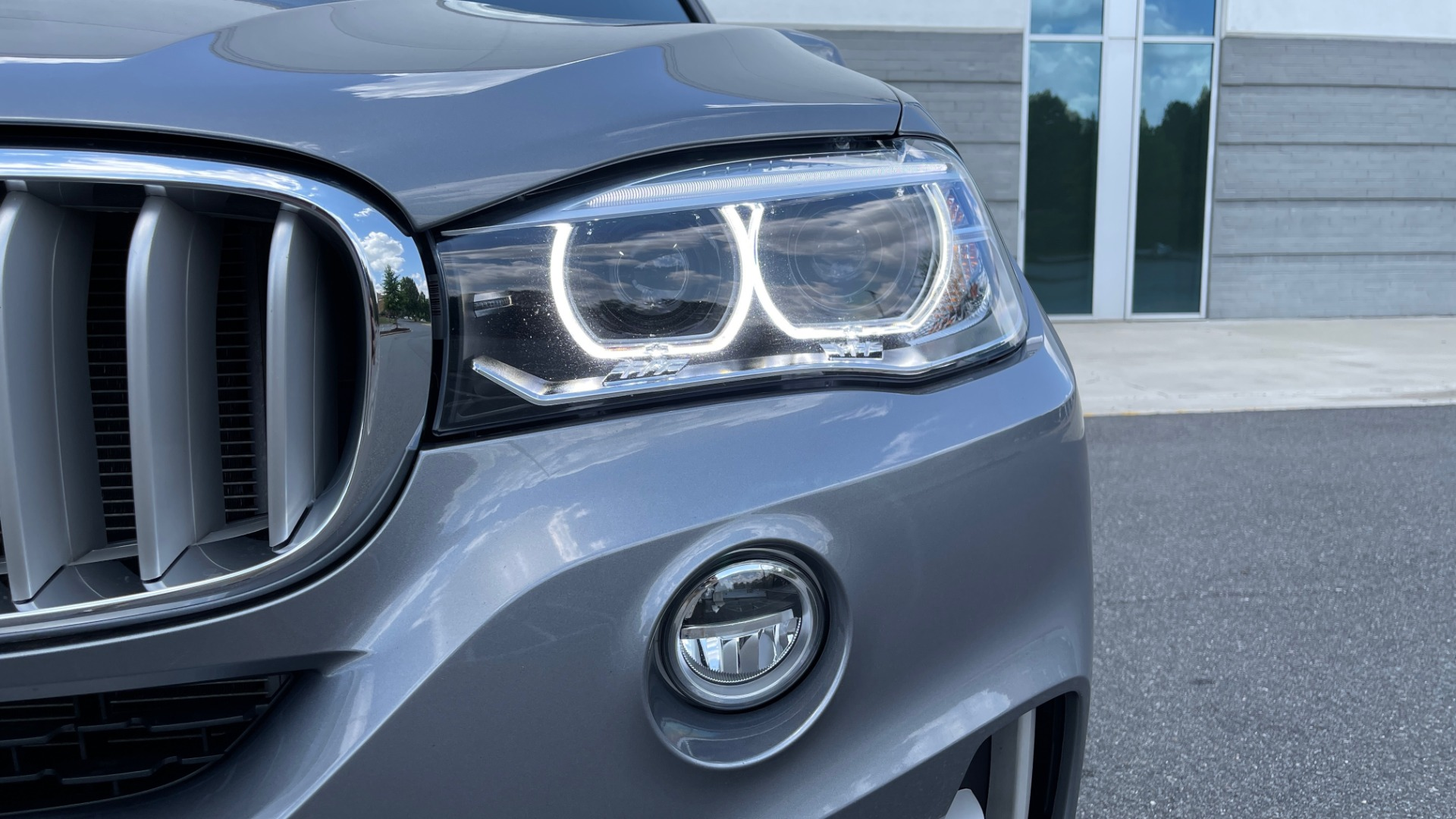 Used 2018 BMW X5 XDRIVE35I PREMIUM / DRVR ASST / WIRELESS CHARGING / CAMERAS for sale $46,995 at Formula Imports in Charlotte NC 28227 14