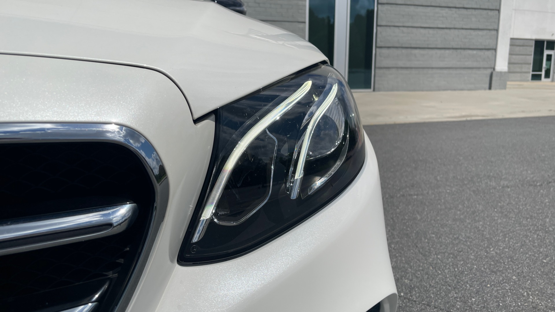 Used 2018 Mercedes-Benz E-CLASS E 300 PREMIUM / NIGHT PKG / PANO-ROOF / BURMESTER / REARVIEW for sale $42,399 at Formula Imports in Charlotte NC 28227 15