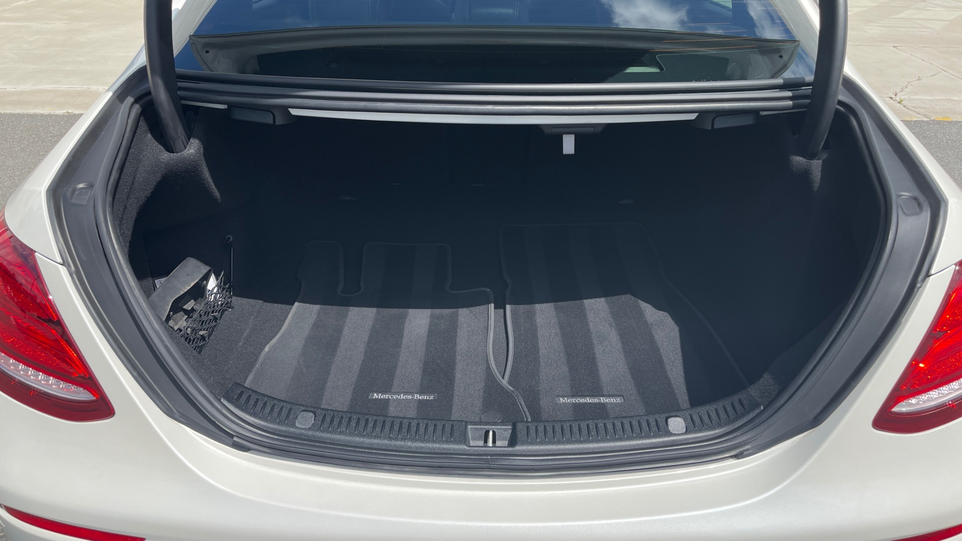 Used 2018 Mercedes-Benz E-CLASS E 300 PREMIUM / NIGHT PKG / PANO-ROOF / BURMESTER / REARVIEW for sale $42,399 at Formula Imports in Charlotte NC 28227 20