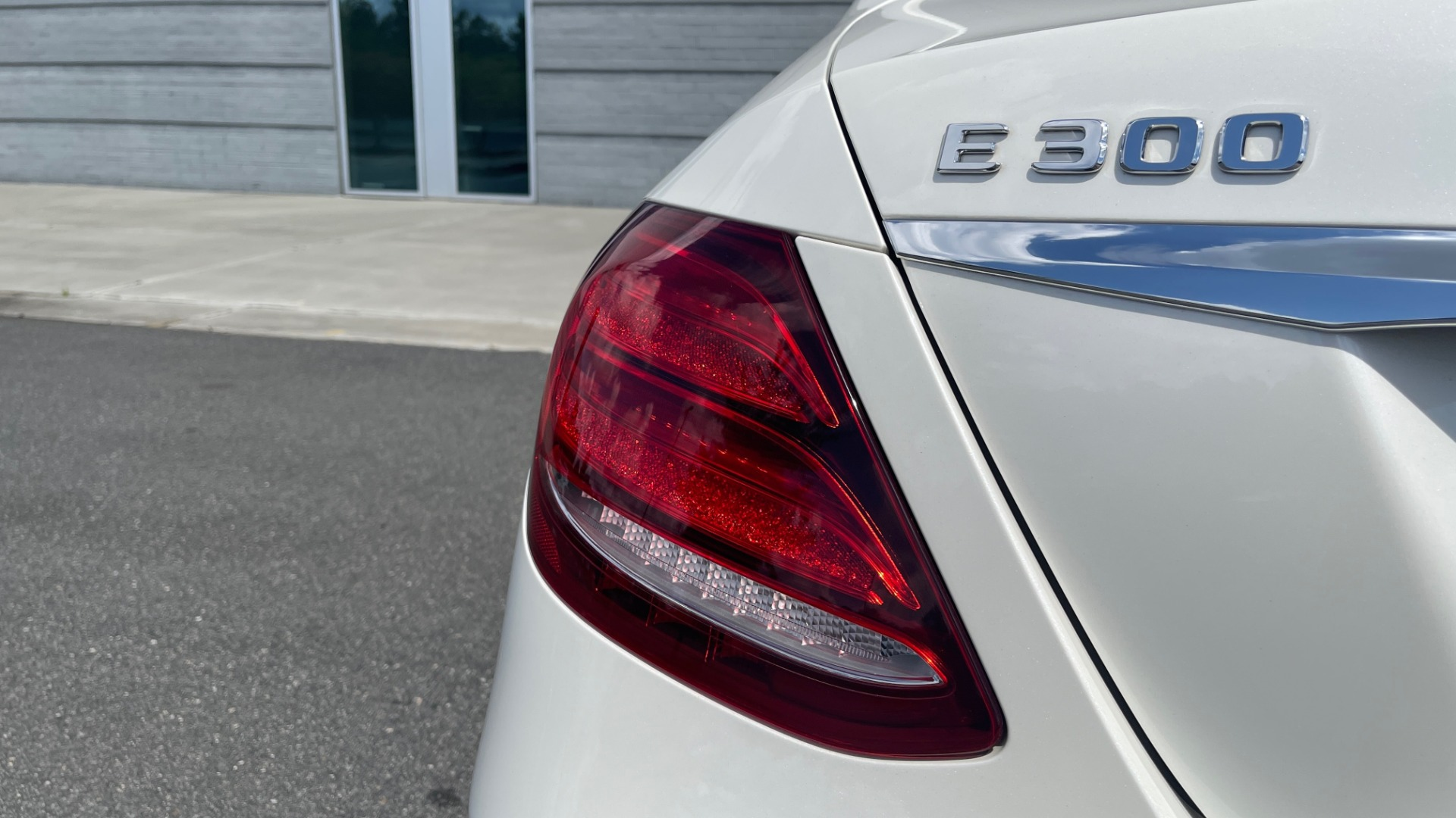 Used 2018 Mercedes-Benz E-CLASS E 300 PREMIUM / NIGHT PKG / PANO-ROOF / BURMESTER / REARVIEW for sale $42,399 at Formula Imports in Charlotte NC 28227 29