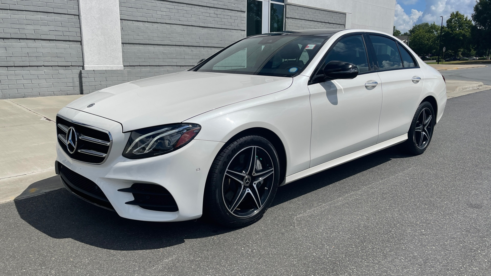 Used 2018 Mercedes-Benz E-CLASS E 300 PREMIUM / NIGHT PKG / PANO-ROOF / BURMESTER / REARVIEW for sale $42,399 at Formula Imports in Charlotte NC 28227 3