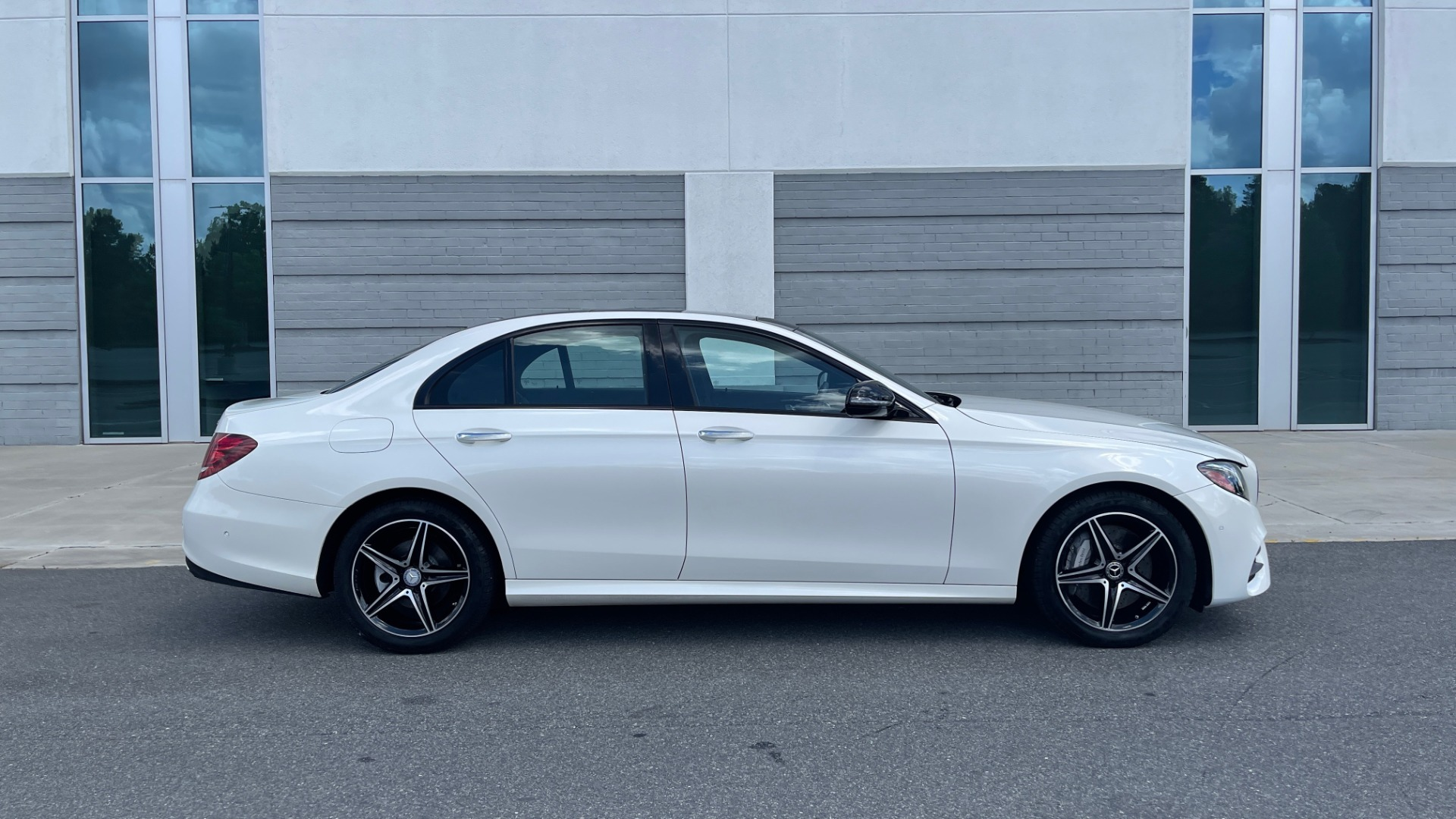 Used 2018 Mercedes-Benz E-CLASS E 300 PREMIUM / NIGHT PKG / PANO-ROOF / BURMESTER / REARVIEW for sale $42,399 at Formula Imports in Charlotte NC 28227 31