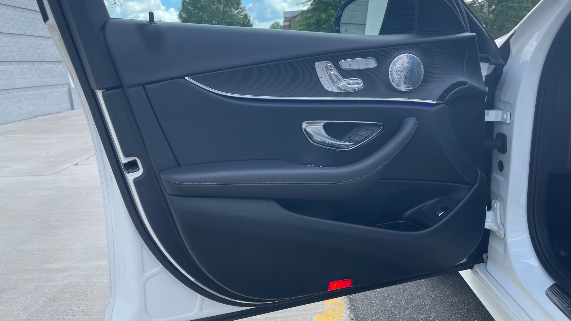 Used 2018 Mercedes-Benz E-CLASS E 300 PREMIUM / NIGHT PKG / PANO-ROOF / BURMESTER / REARVIEW for sale $42,399 at Formula Imports in Charlotte NC 28227 32