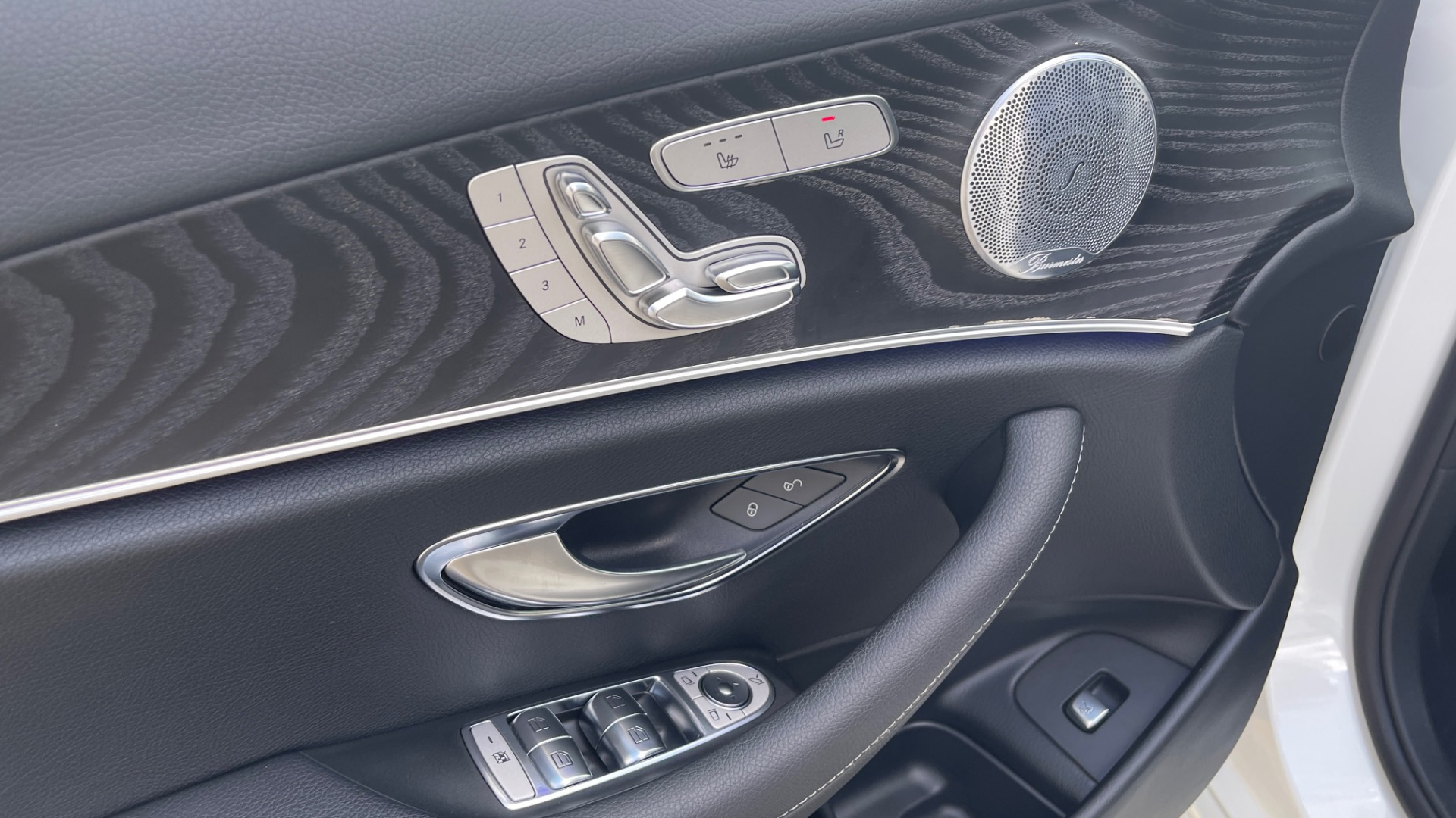 Used 2018 Mercedes-Benz E-CLASS E 300 PREMIUM / NIGHT PKG / PANO-ROOF / BURMESTER / REARVIEW for sale $42,399 at Formula Imports in Charlotte NC 28227 33