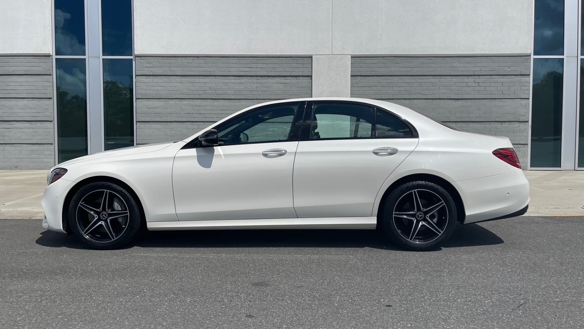 Used 2018 Mercedes-Benz E-CLASS E 300 PREMIUM / NIGHT PKG / PANO-ROOF / BURMESTER / REARVIEW for sale $42,399 at Formula Imports in Charlotte NC 28227 4