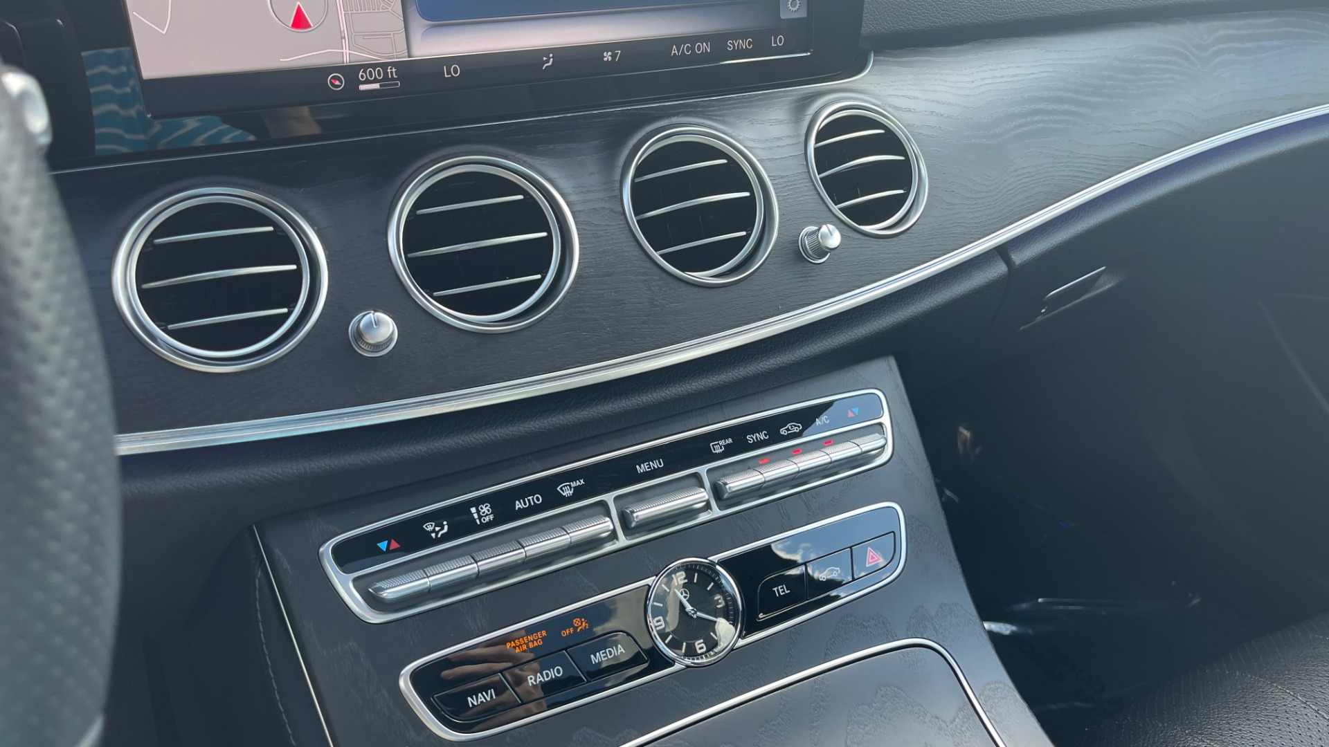 Used 2018 Mercedes-Benz E-CLASS E 300 PREMIUM / NIGHT PKG / PANO-ROOF / BURMESTER / REARVIEW for sale $42,399 at Formula Imports in Charlotte NC 28227 48