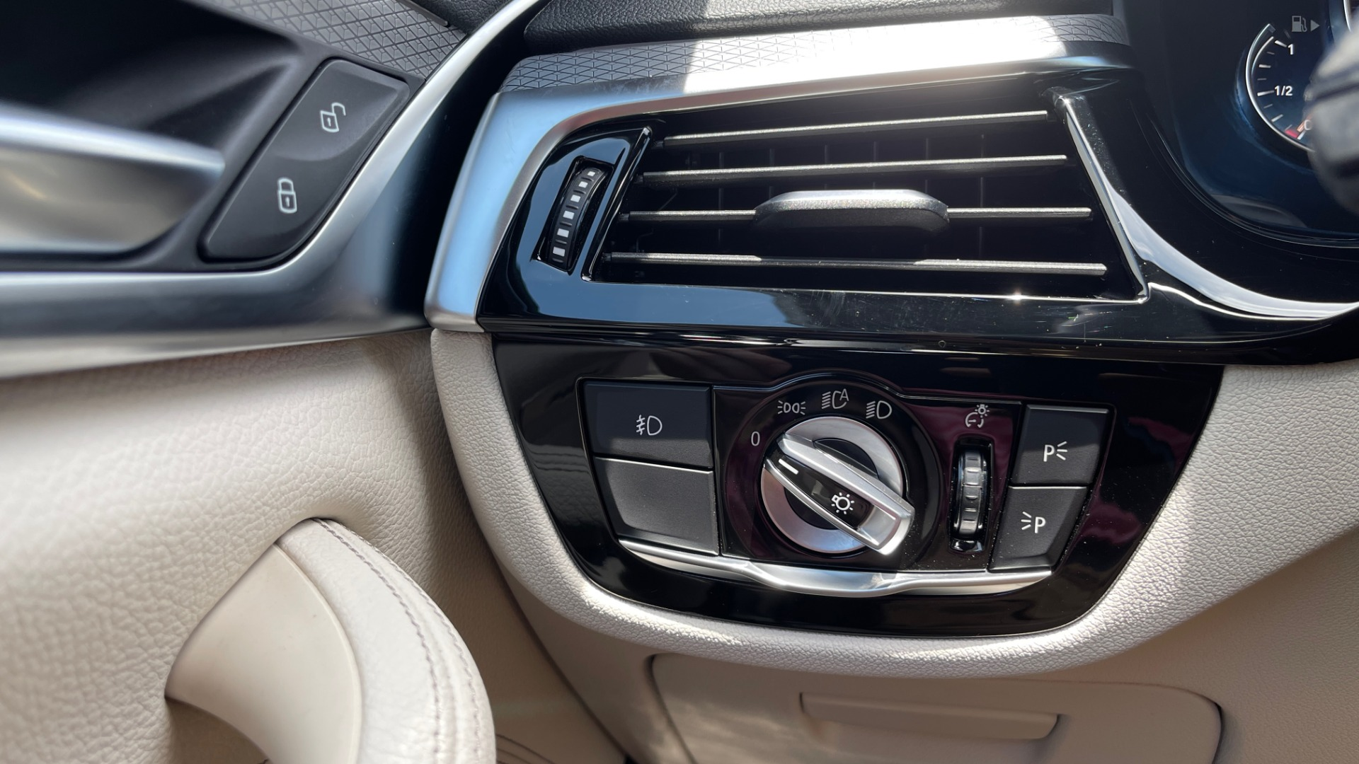 Used 2018 BMW 5 SERIES 540I M-SPORT / EXECUTIVE PKG / DRVR ASST PKG / BLIND SPOT / LANE DEPART for sale $40,995 at Formula Imports in Charlotte NC 28227 38