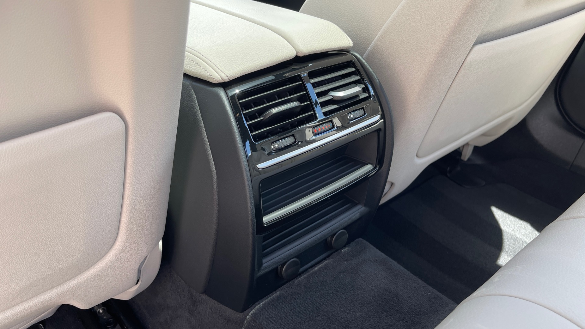 Used 2018 BMW 5 SERIES 540I M-SPORT / EXECUTIVE PKG / DRVR ASST PKG / BLIND SPOT / LANE DEPART for sale $40,995 at Formula Imports in Charlotte NC 28227 61
