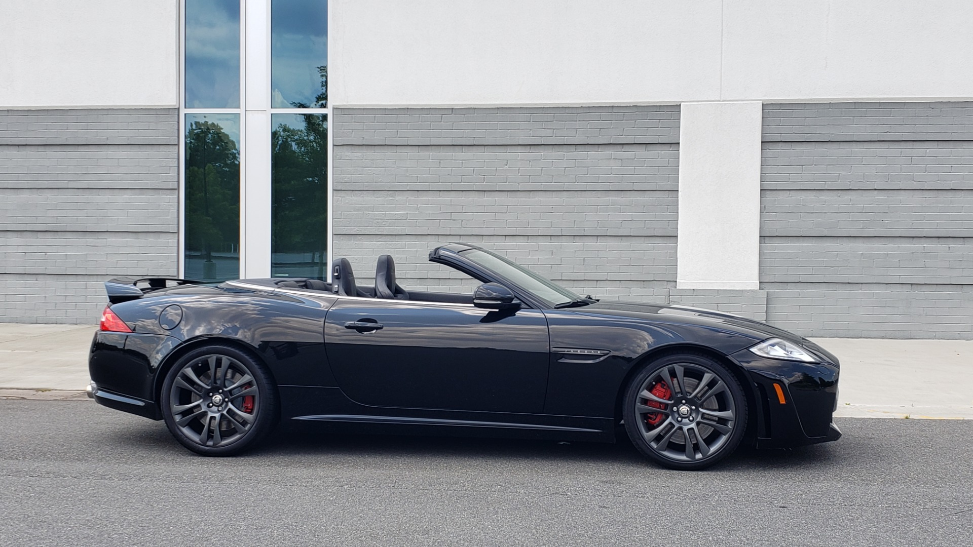 Used 2013 Jaguar XK R-S CONVERTIBLE / SC 5.0L V8 (550HP) / ZF 6-SPD AUTO / NAV / REARVIEW for sale $74,995 at Formula Imports in Charlotte NC 28227 12