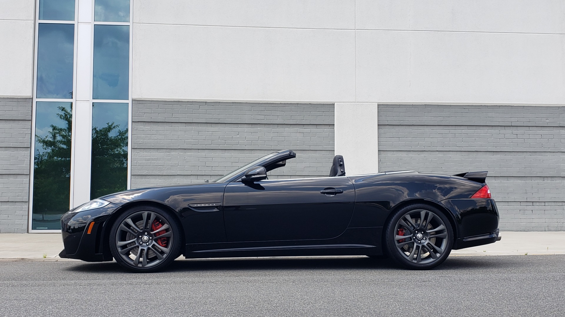 Used 2013 Jaguar XK R-S CONVERTIBLE / SC 5.0L V8 (550HP) / ZF 6-SPD AUTO / NAV / REARVIEW for sale $74,995 at Formula Imports in Charlotte NC 28227 7
