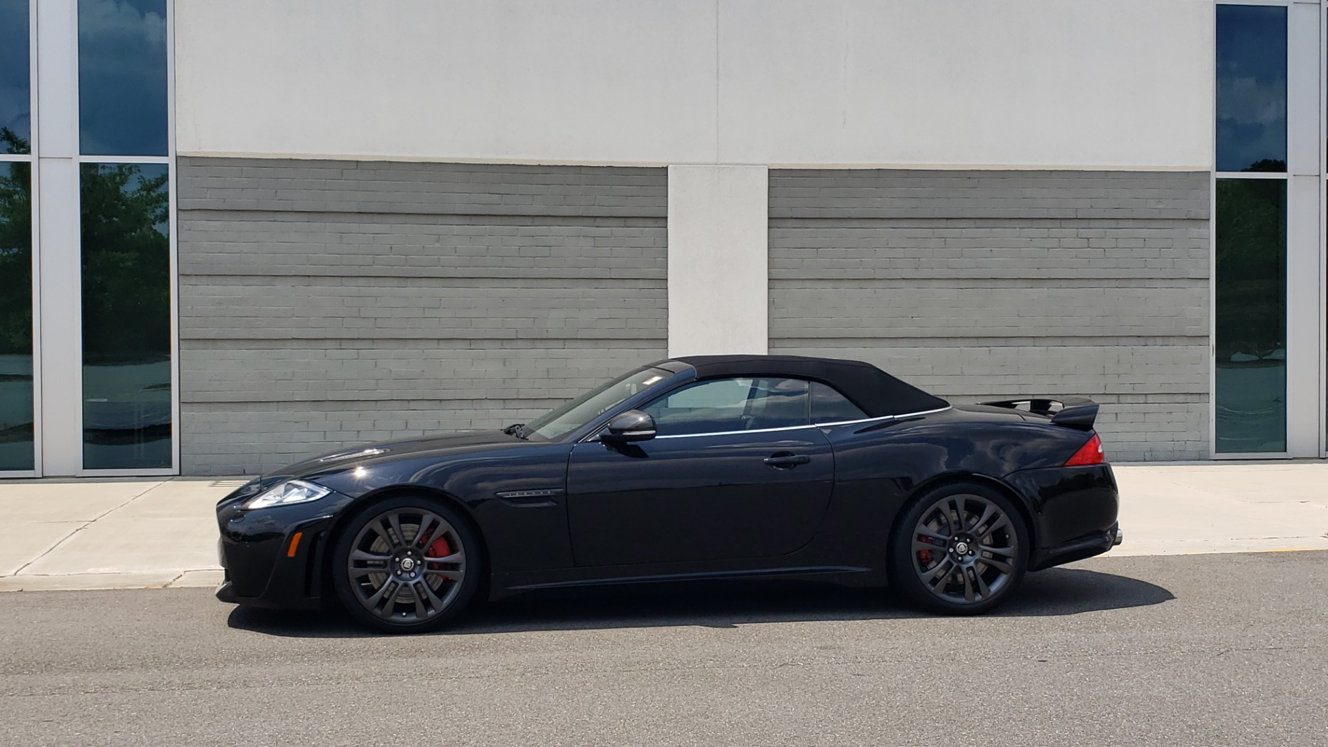 Used 2013 Jaguar XK R-S CONVERTIBLE / SC 5.0L V8 (550HP) / ZF 6-SPD AUTO / NAV / REARVIEW for sale $74,995 at Formula Imports in Charlotte NC 28227 8