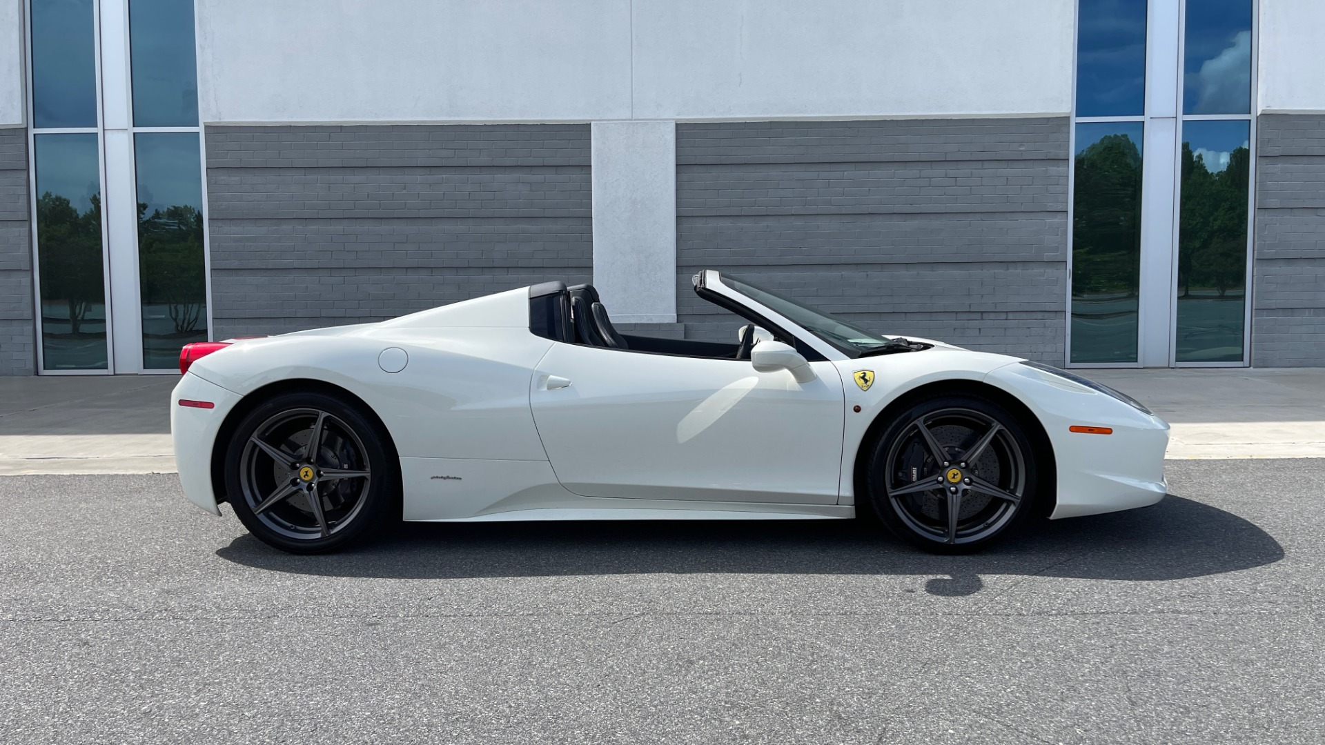 Used 2014 Ferrari 458 ITALIA SPIDER 570HP / F1 AUTO / CF SEATS / CARBON BRAKES / REARVIEW for sale $249,999 at Formula Imports in Charlotte NC 28227 11