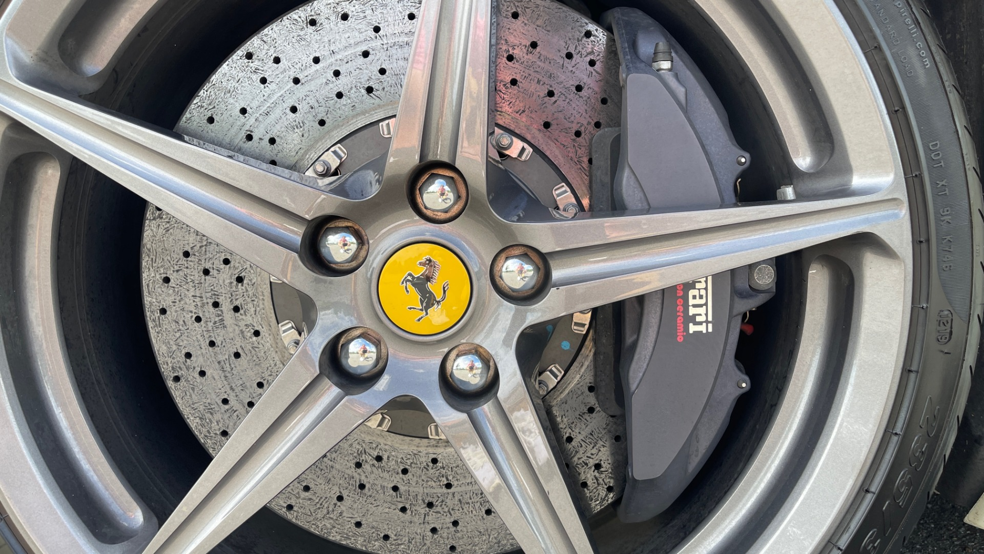 Used 2014 Ferrari 458 ITALIA SPIDER 570HP / F1 AUTO / CF SEATS / CARBON BRAKES / REARVIEW for sale $249,999 at Formula Imports in Charlotte NC 28227 14