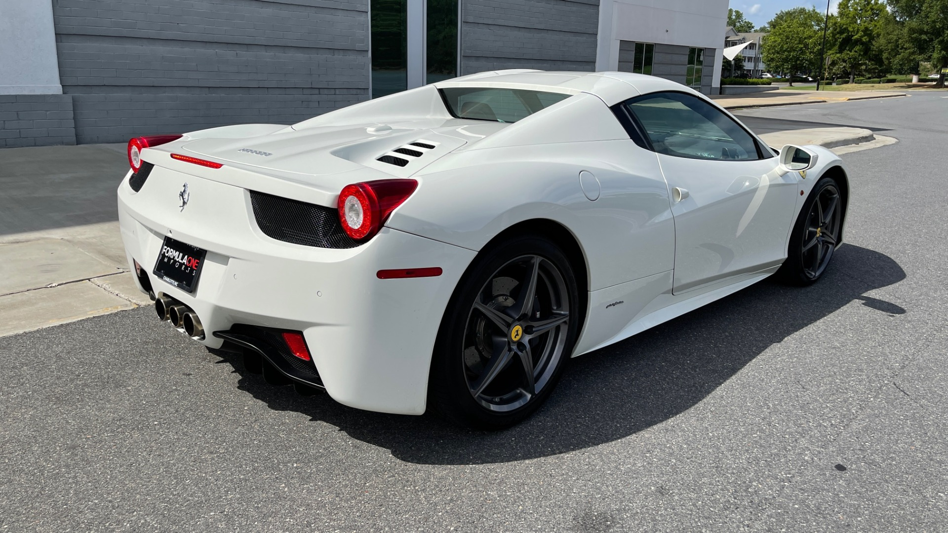 Used 2014 Ferrari 458 ITALIA SPIDER 570HP / F1 AUTO / CF SEATS / CARBON BRAKES / REARVIEW for sale $249,999 at Formula Imports in Charlotte NC 28227 2