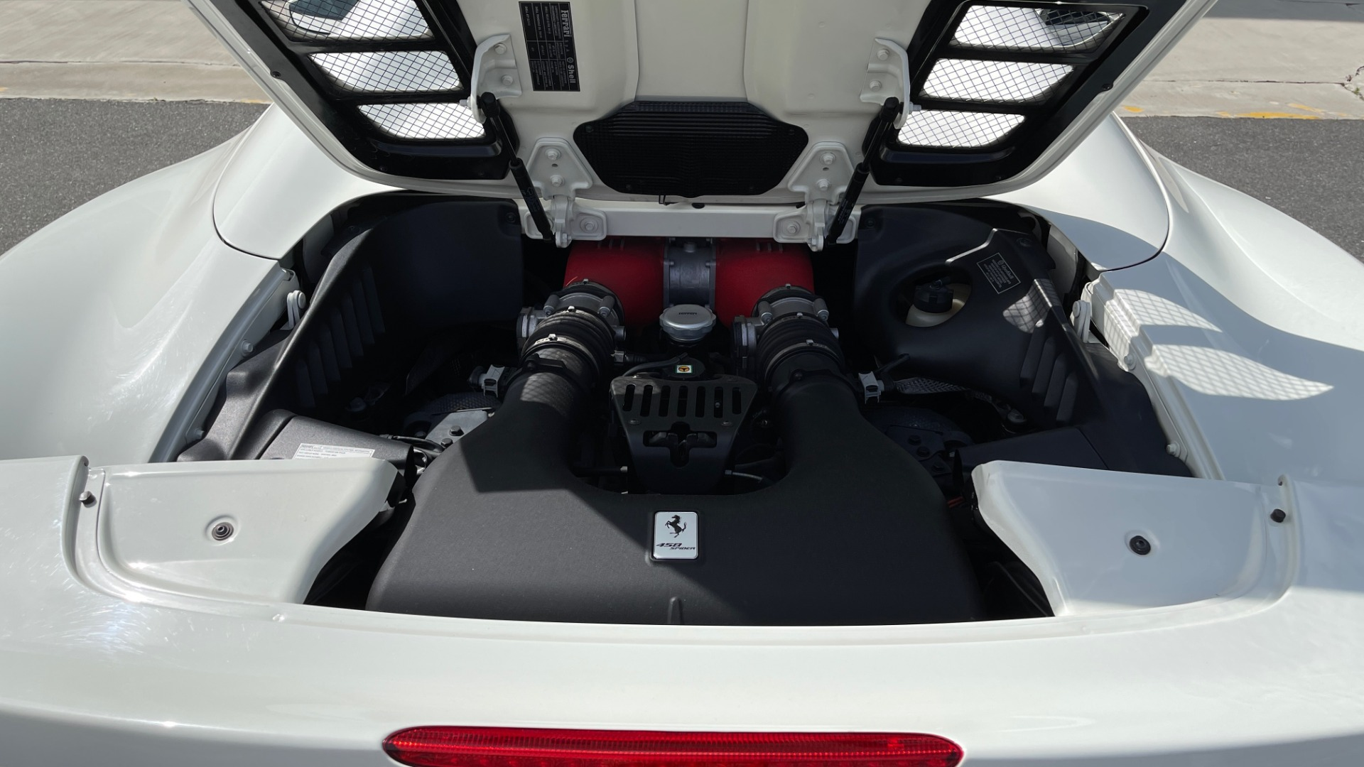 Used 2014 Ferrari 458 ITALIA SPIDER 570HP / F1 AUTO / CF SEATS / CARBON BRAKES / REARVIEW for sale $249,999 at Formula Imports in Charlotte NC 28227 34