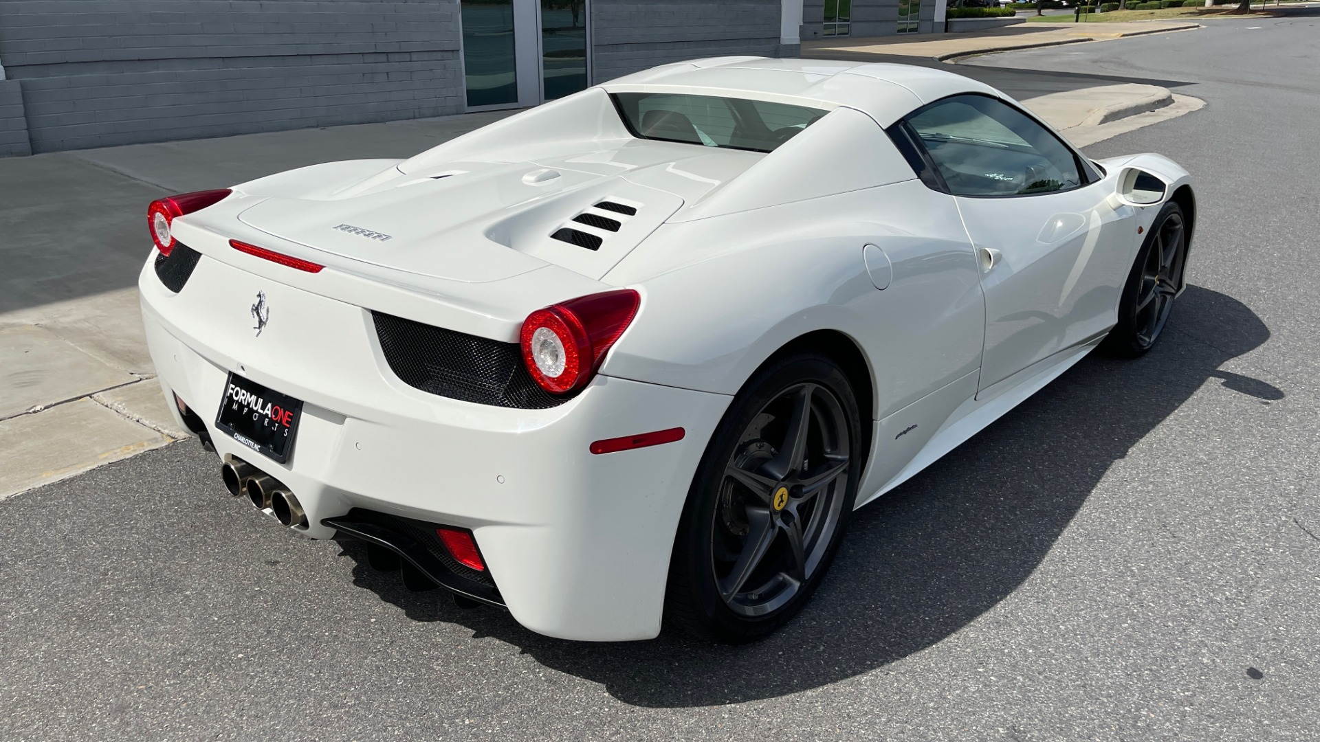 Used 2014 Ferrari 458 ITALIA SPIDER 570HP / F1 AUTO / CF SEATS / CARBON BRAKES / REARVIEW for sale $249,999 at Formula Imports in Charlotte NC 28227 6