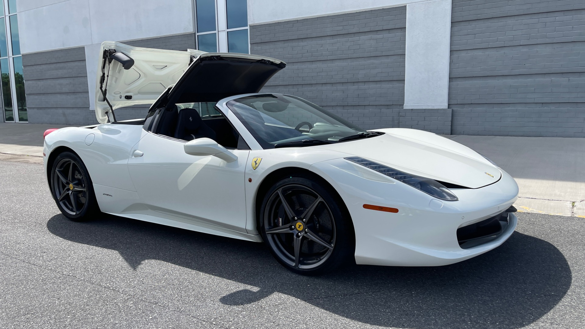 Used 2014 Ferrari 458 ITALIA SPIDER 570HP / F1 AUTO / CF SEATS / CARBON BRAKES / REARVIEW for sale $249,999 at Formula Imports in Charlotte NC 28227 9