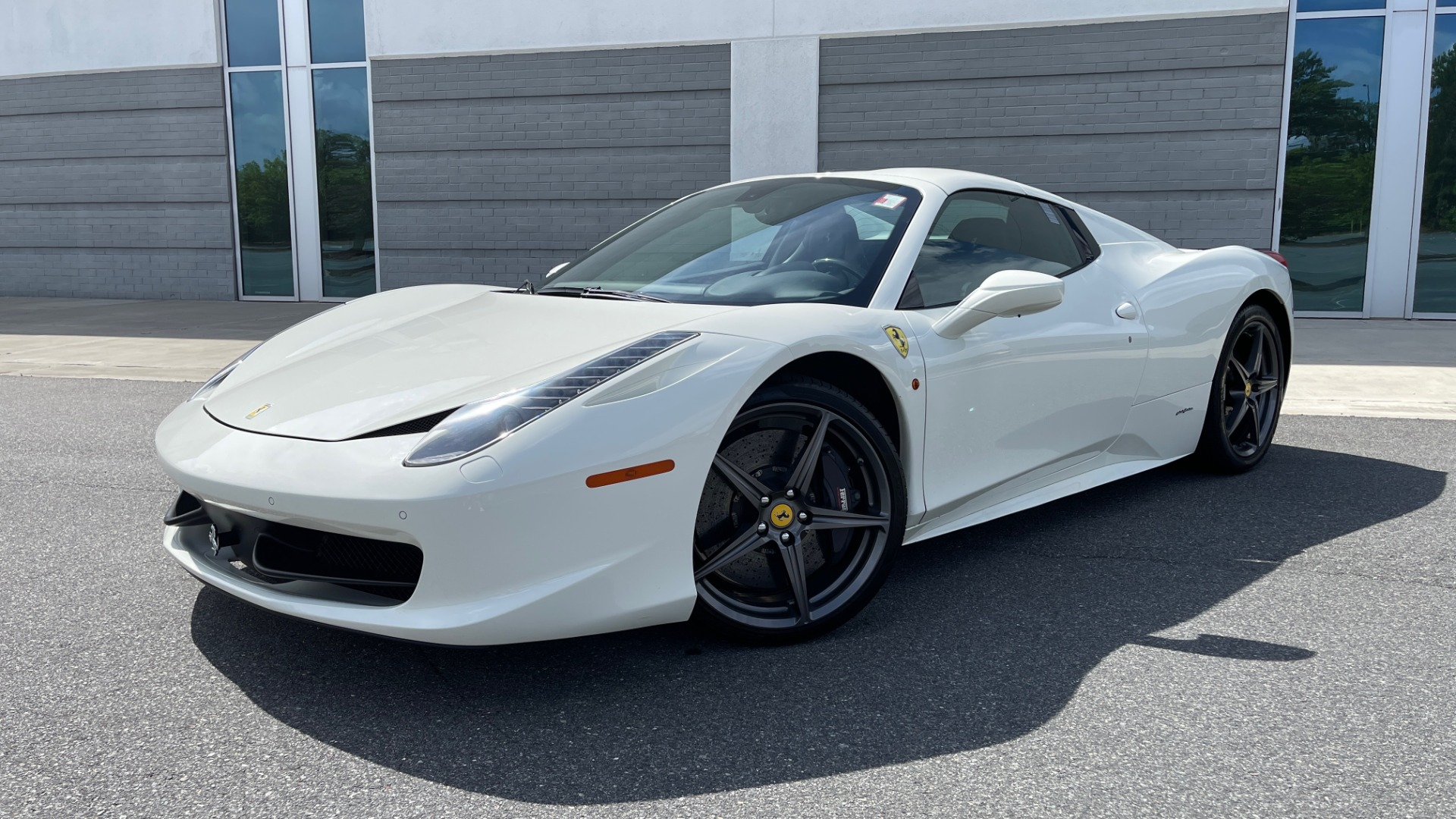 Used 2014 Ferrari 458 ITALIA SPIDER 570HP / F1 AUTO / CF SEATS / CARBON BRAKES / REARVIEW for sale $249,999 at Formula Imports in Charlotte NC 28227 1
