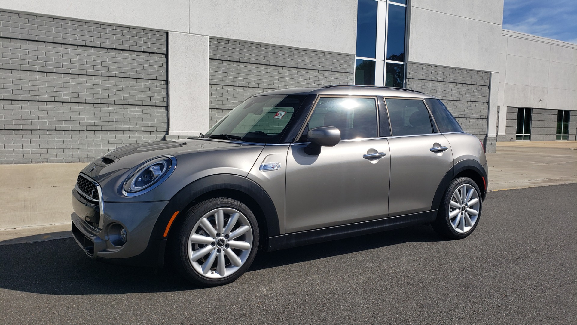 Used 2020 MINI HARDTOP 4 DOOR COOPER S / NAV / SUNROOF / AUTO / H/K SND / REARVIEW for sale $28,495 at Formula Imports in Charlotte NC 28227 3