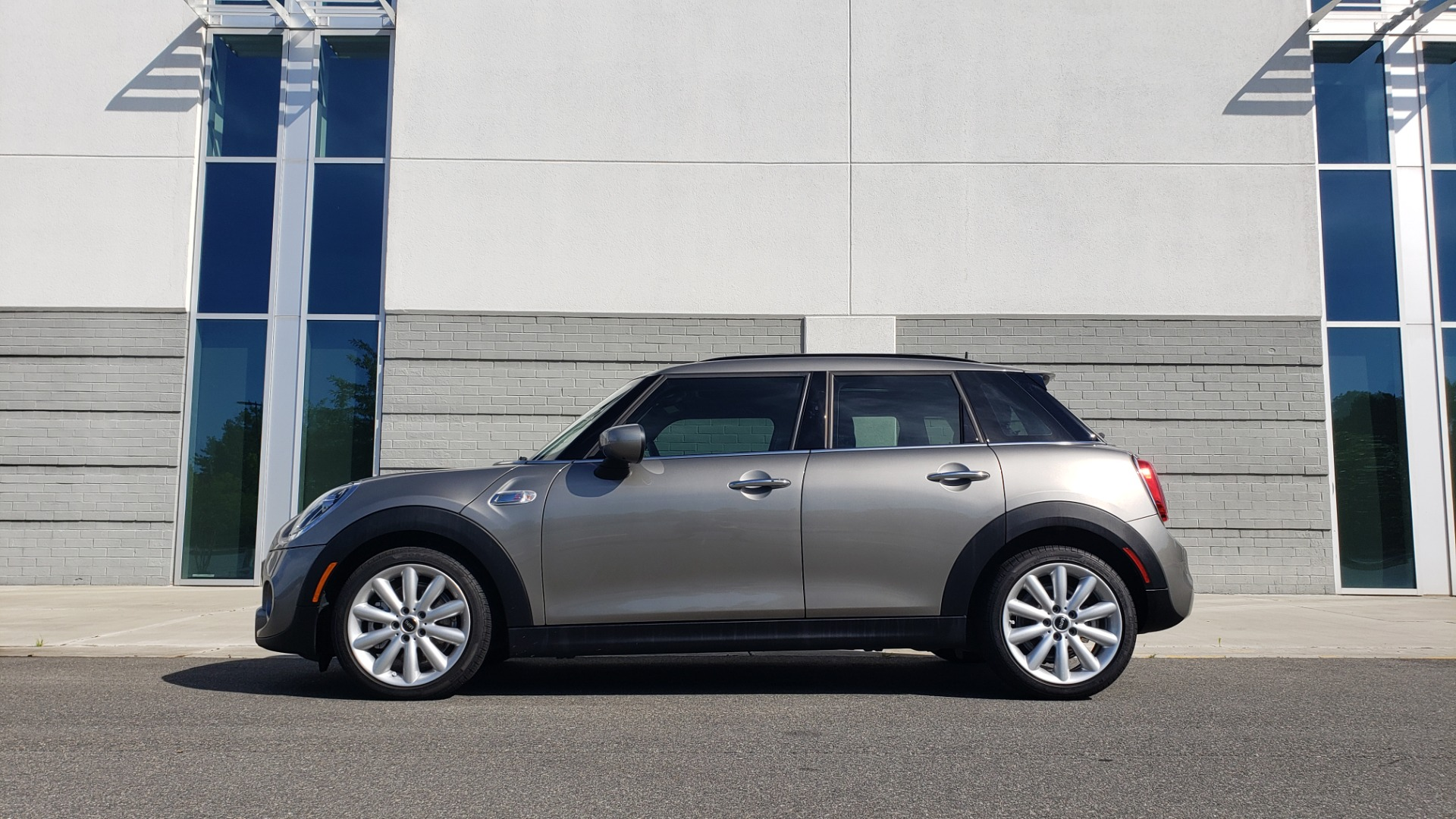 Used 2020 MINI HARDTOP 4 DOOR COOPER S / NAV / SUNROOF / AUTO / H/K SND / REARVIEW for sale $28,495 at Formula Imports in Charlotte NC 28227 4