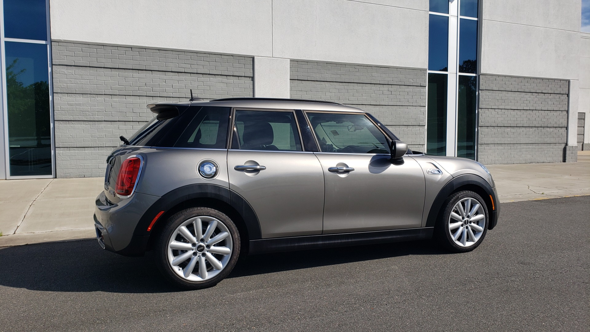 Used 2020 MINI HARDTOP 4 DOOR COOPER S / NAV / SUNROOF / AUTO / H/K SND / REARVIEW for sale $28,495 at Formula Imports in Charlotte NC 28227 7