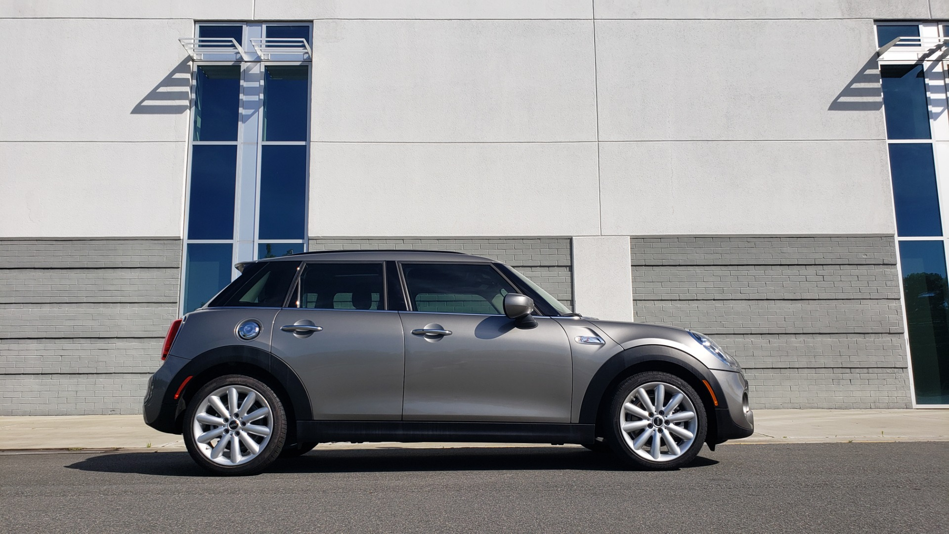 Used 2020 MINI HARDTOP 4 DOOR COOPER S / NAV / SUNROOF / AUTO / H/K SND / REARVIEW for sale $28,495 at Formula Imports in Charlotte NC 28227 8