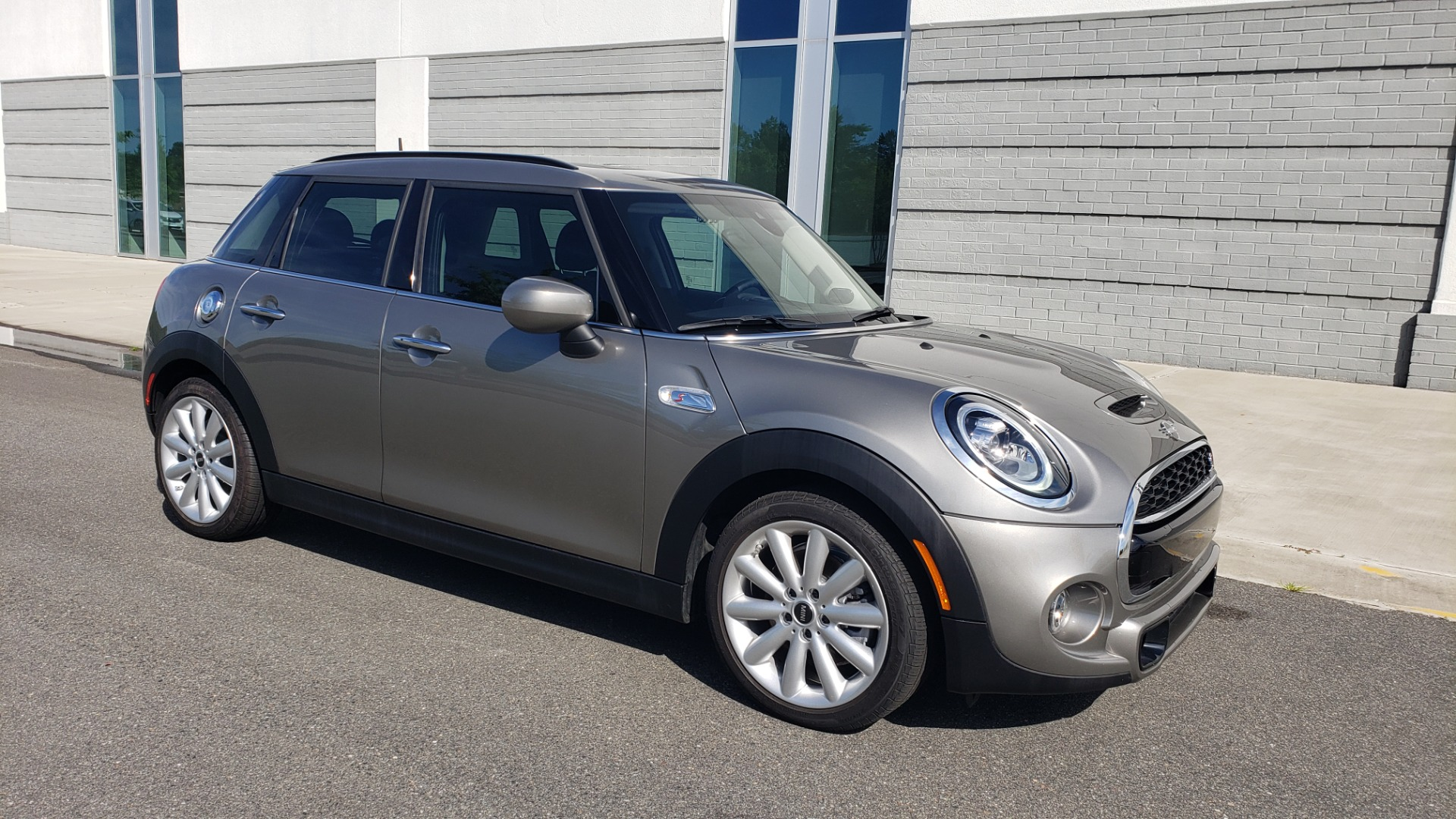 Used 2020 MINI HARDTOP 4 DOOR COOPER S / NAV / SUNROOF / AUTO / H/K SND / REARVIEW for sale $28,495 at Formula Imports in Charlotte NC 28227 9