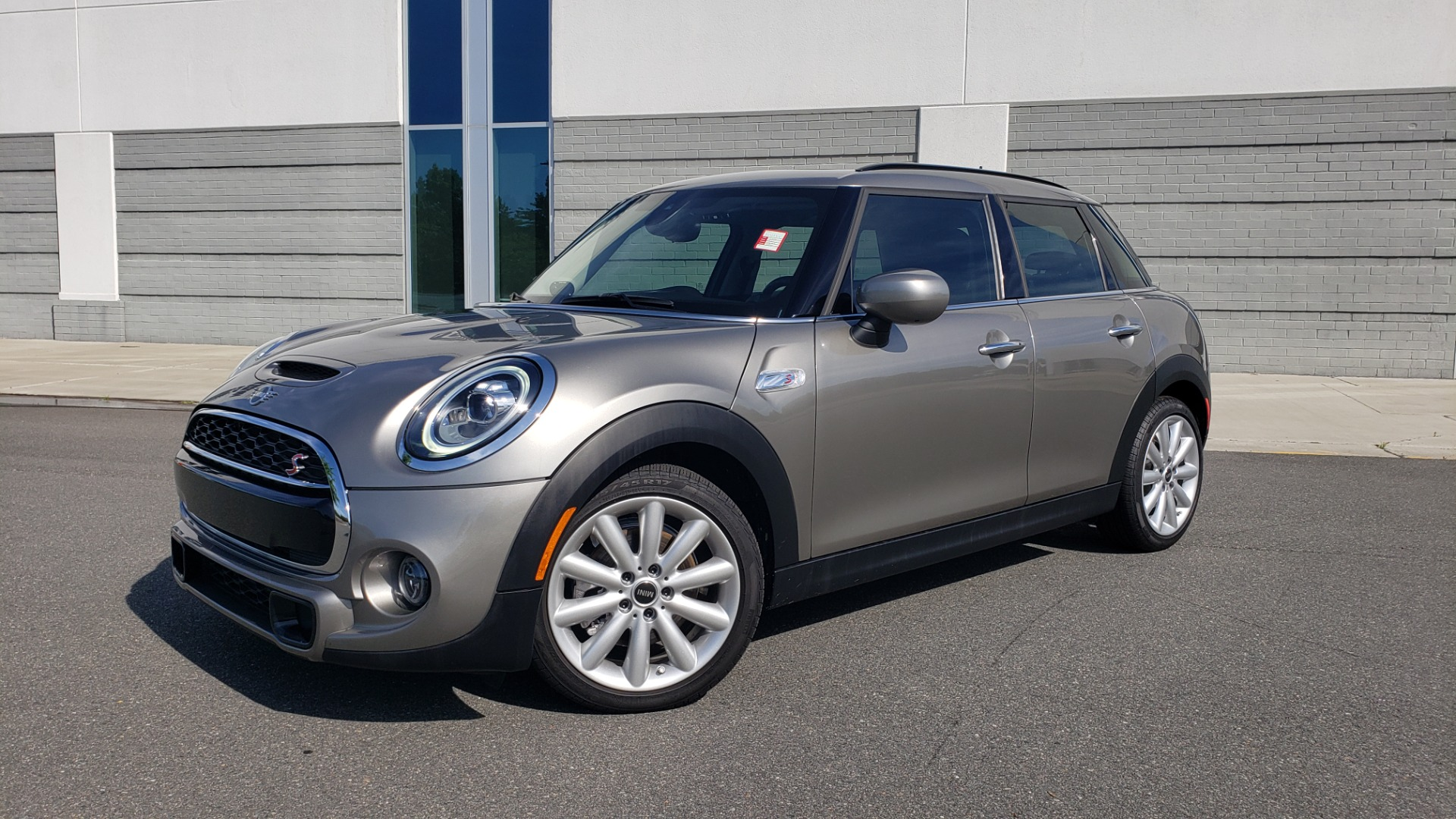 Used 2020 MINI HARDTOP 4 DOOR COOPER S / NAV / SUNROOF / AUTO / H/K SND / REARVIEW for sale $28,495 at Formula Imports in Charlotte NC 28227 1