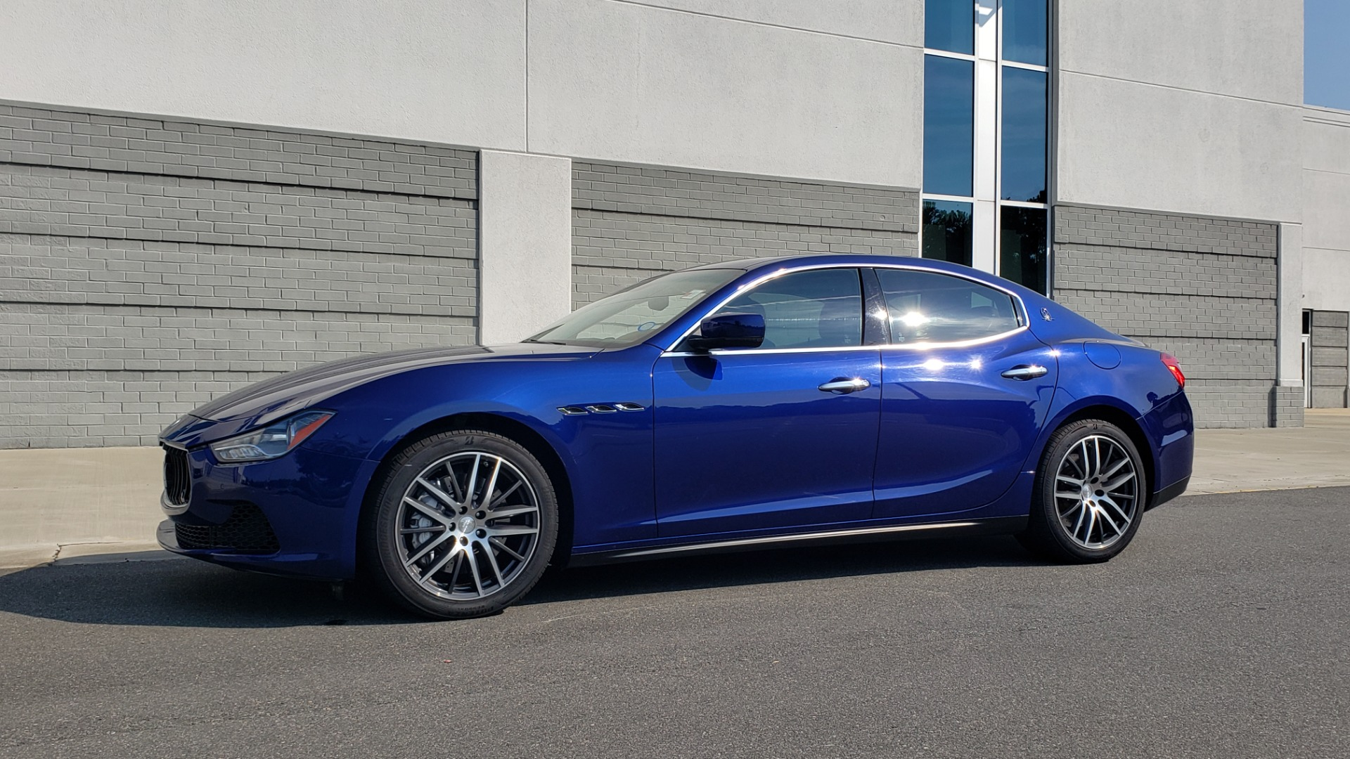 Used 2015 Maserati GHIBLI SEDAN / 3.0L V6 / 8-SPD AUTO / NAV / HTD STS / SUNROOF / REARVIEW for sale $24,495 at Formula Imports in Charlotte NC 28227 4