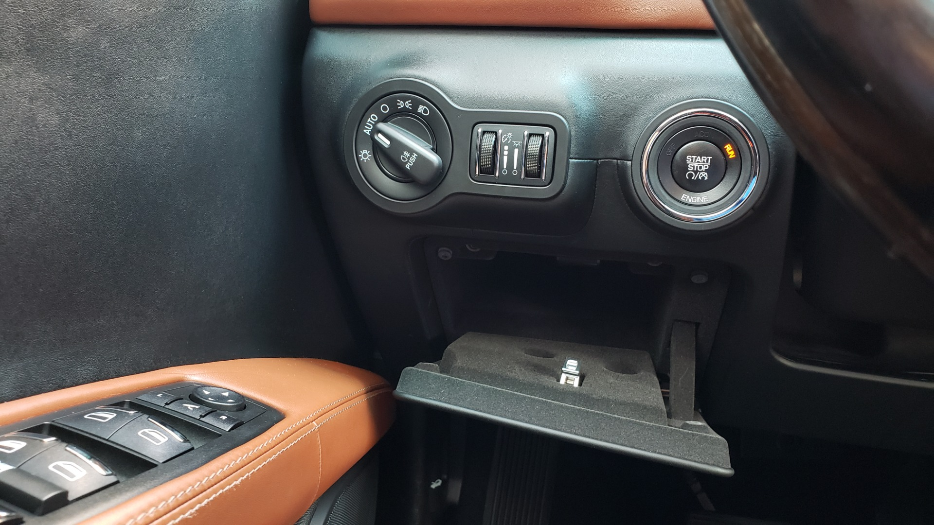 Used 2015 Maserati GHIBLI SEDAN / 3.0L V6 / 8-SPD AUTO / NAV / HTD STS / SUNROOF / REARVIEW for sale $24,495 at Formula Imports in Charlotte NC 28227 41