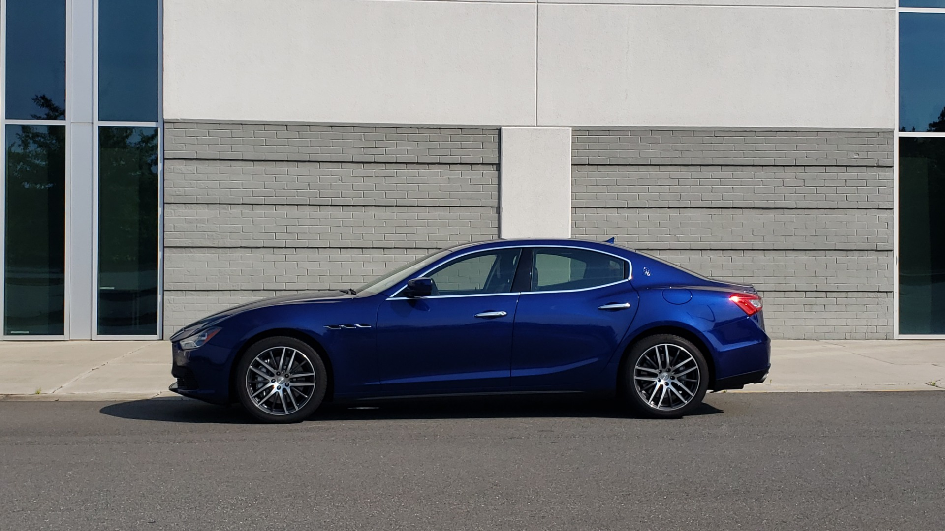 Used 2015 Maserati GHIBLI SEDAN / 3.0L V6 / 8-SPD AUTO / NAV / HTD STS / SUNROOF / REARVIEW for sale $24,495 at Formula Imports in Charlotte NC 28227 5