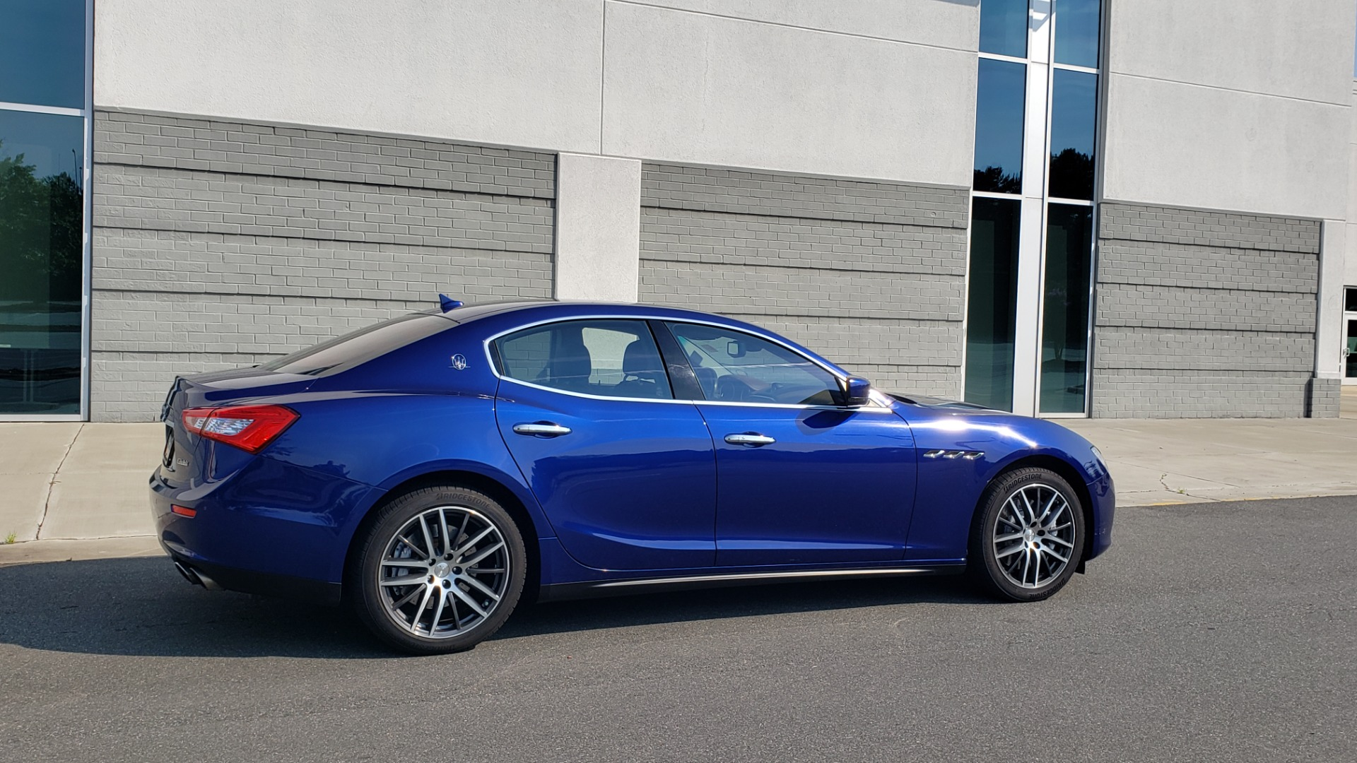 Used 2015 Maserati GHIBLI SEDAN / 3.0L V6 / 8-SPD AUTO / NAV / HTD STS / SUNROOF / REARVIEW for sale $24,495 at Formula Imports in Charlotte NC 28227 8