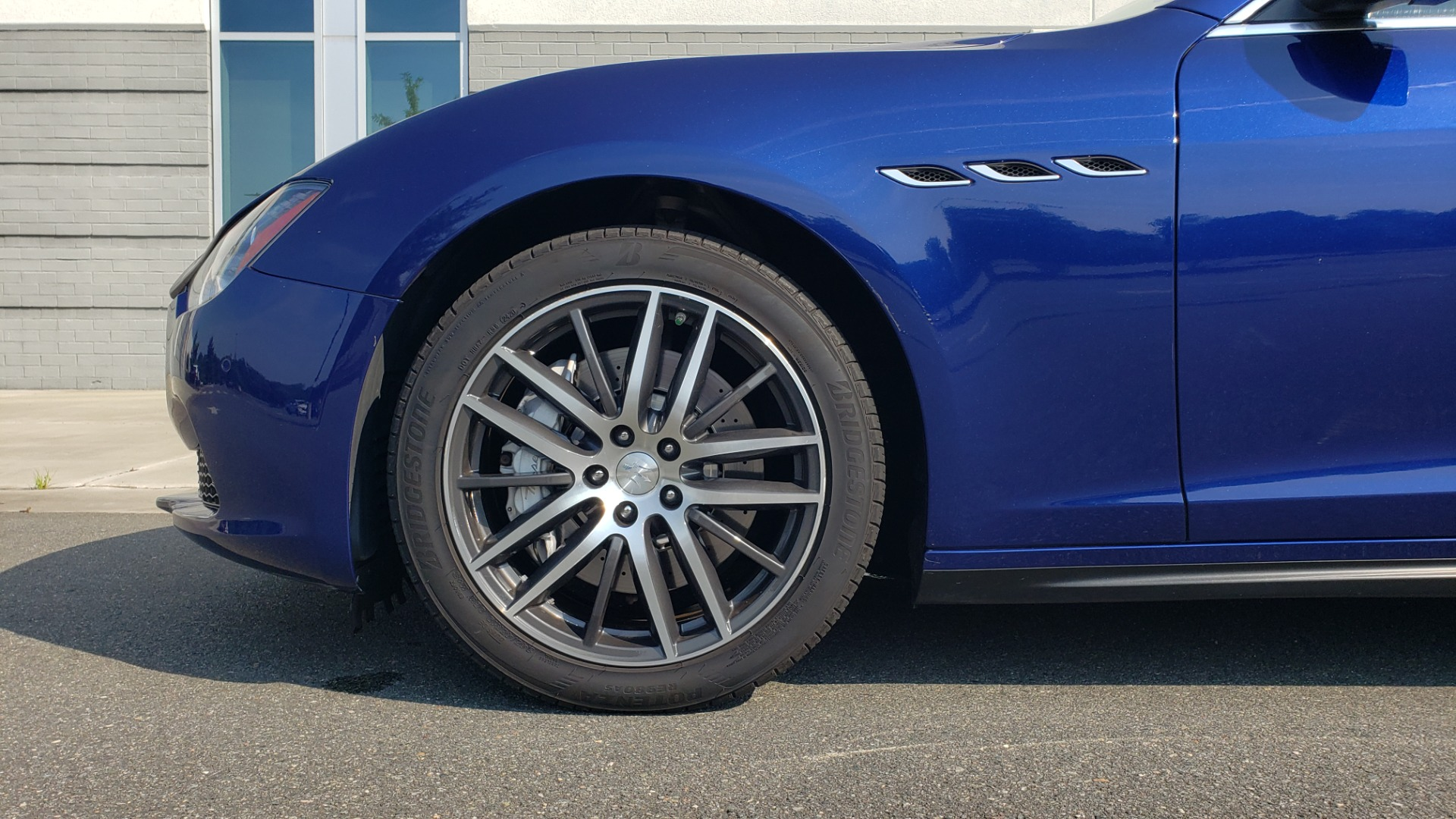 Used 2015 Maserati GHIBLI SEDAN / 3.0L V6 / 8-SPD AUTO / NAV / HTD STS / SUNROOF / REARVIEW for sale $24,495 at Formula Imports in Charlotte NC 28227 82