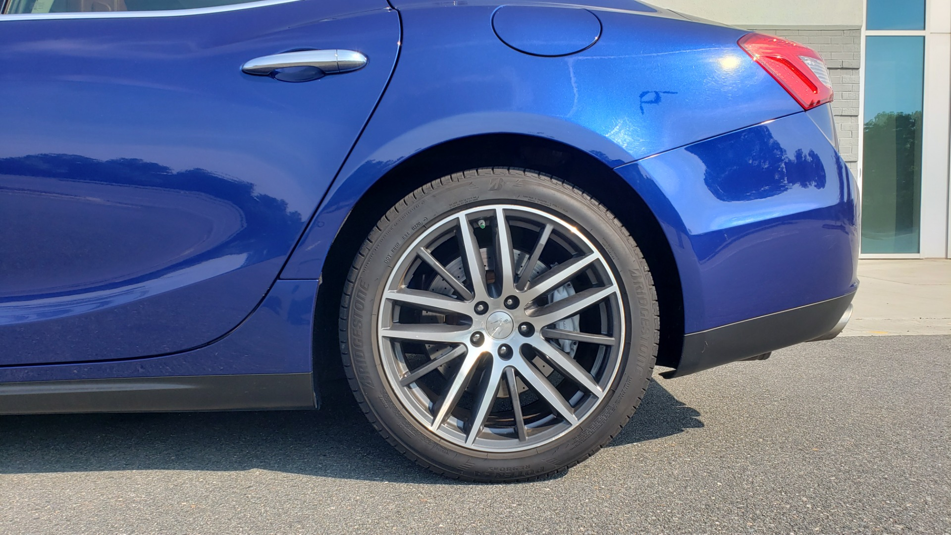 Used 2015 Maserati GHIBLI SEDAN / 3.0L V6 / 8-SPD AUTO / NAV / HTD STS / SUNROOF / REARVIEW for sale $24,495 at Formula Imports in Charlotte NC 28227 83