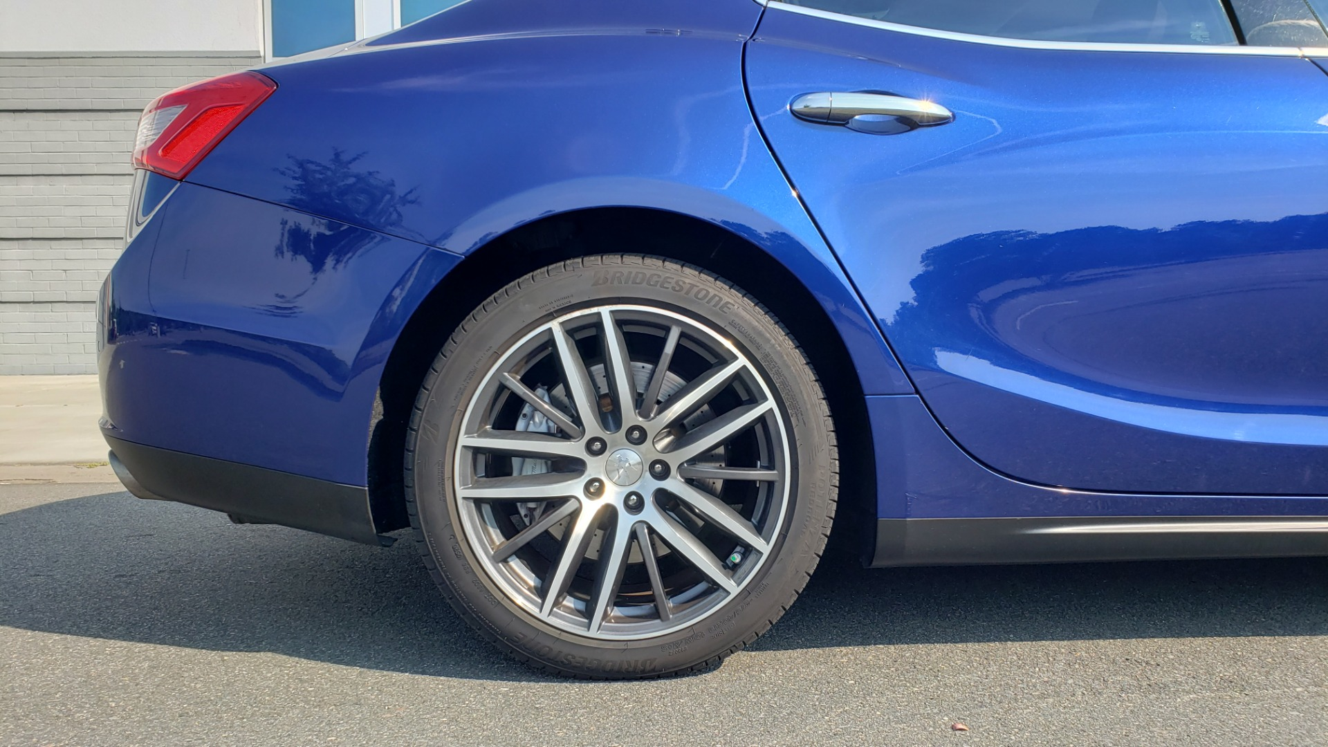 Used 2015 Maserati GHIBLI SEDAN / 3.0L V6 / 8-SPD AUTO / NAV / HTD STS / SUNROOF / REARVIEW for sale $24,495 at Formula Imports in Charlotte NC 28227 84