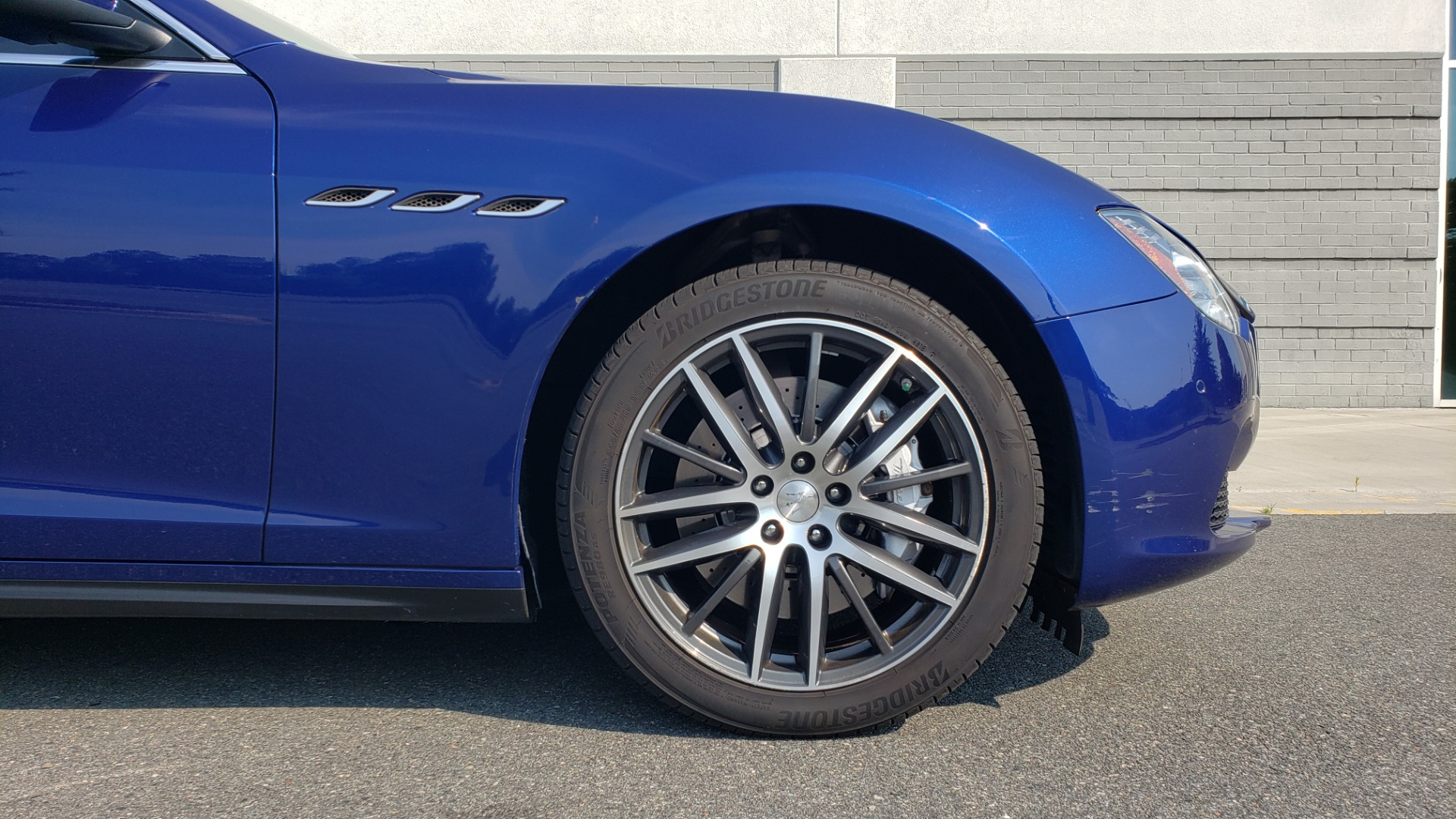 Used 2015 Maserati GHIBLI SEDAN / 3.0L V6 / 8-SPD AUTO / NAV / HTD STS / SUNROOF / REARVIEW for sale $24,495 at Formula Imports in Charlotte NC 28227 85
