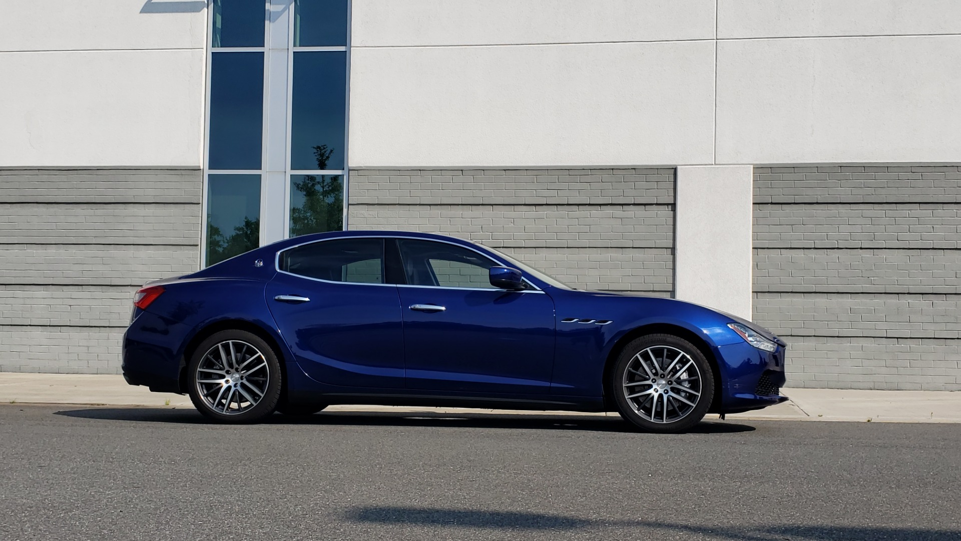 Used 2015 Maserati GHIBLI SEDAN / 3.0L V6 / 8-SPD AUTO / NAV / HTD STS / SUNROOF / REARVIEW for sale $24,495 at Formula Imports in Charlotte NC 28227 9