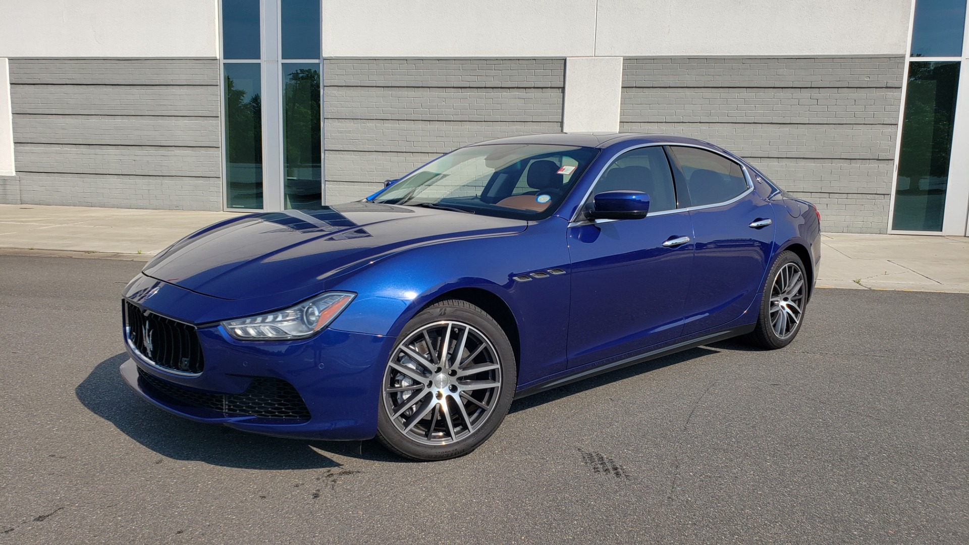 Used 2015 Maserati GHIBLI SEDAN / 3.0L V6 / 8-SPD AUTO / NAV / HTD STS / SUNROOF / REARVIEW for sale $24,495 at Formula Imports in Charlotte NC 28227 1