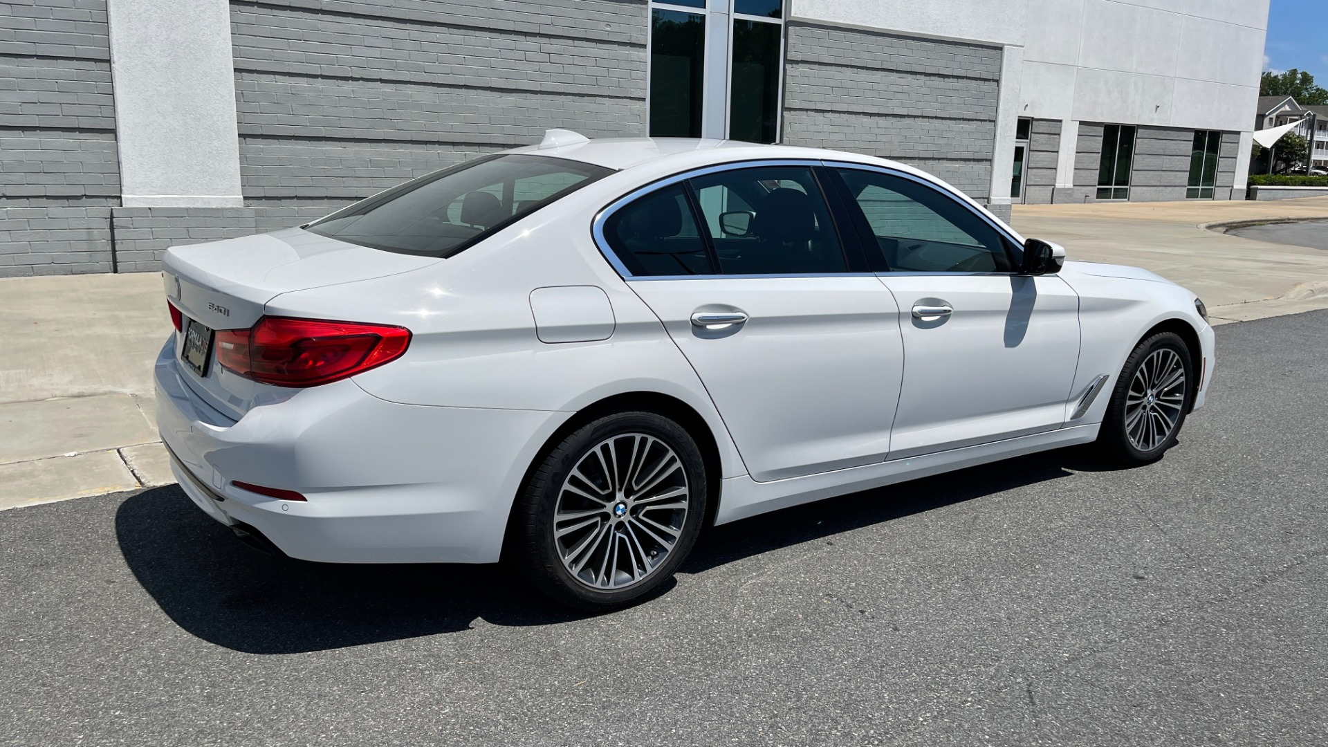 Used 2018 BMW 5 SERIES 540IXDRIVE PREMIUM / PARK ASSIST / KEYLESS ENTRY / SUNROOF / REARVIEW for sale $42,995 at Formula Imports in Charlotte NC 28227 2