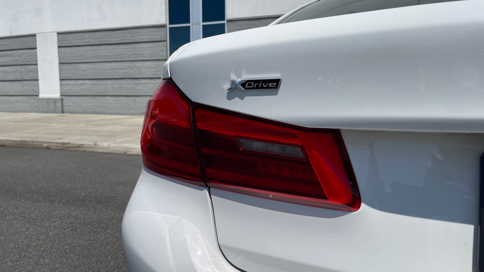 Used 2018 BMW 5 SERIES 540IXDRIVE PREMIUM / PARK ASSIST / KEYLESS ENTRY / SUNROOF / REARVIEW for sale $42,995 at Formula Imports in Charlotte NC 28227 22