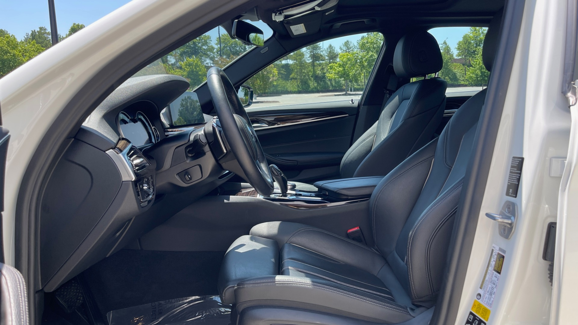 Used 2018 BMW 5 SERIES 540IXDRIVE PREMIUM / PARK ASSIST / KEYLESS ENTRY / SUNROOF / REARVIEW for sale $42,995 at Formula Imports in Charlotte NC 28227 29