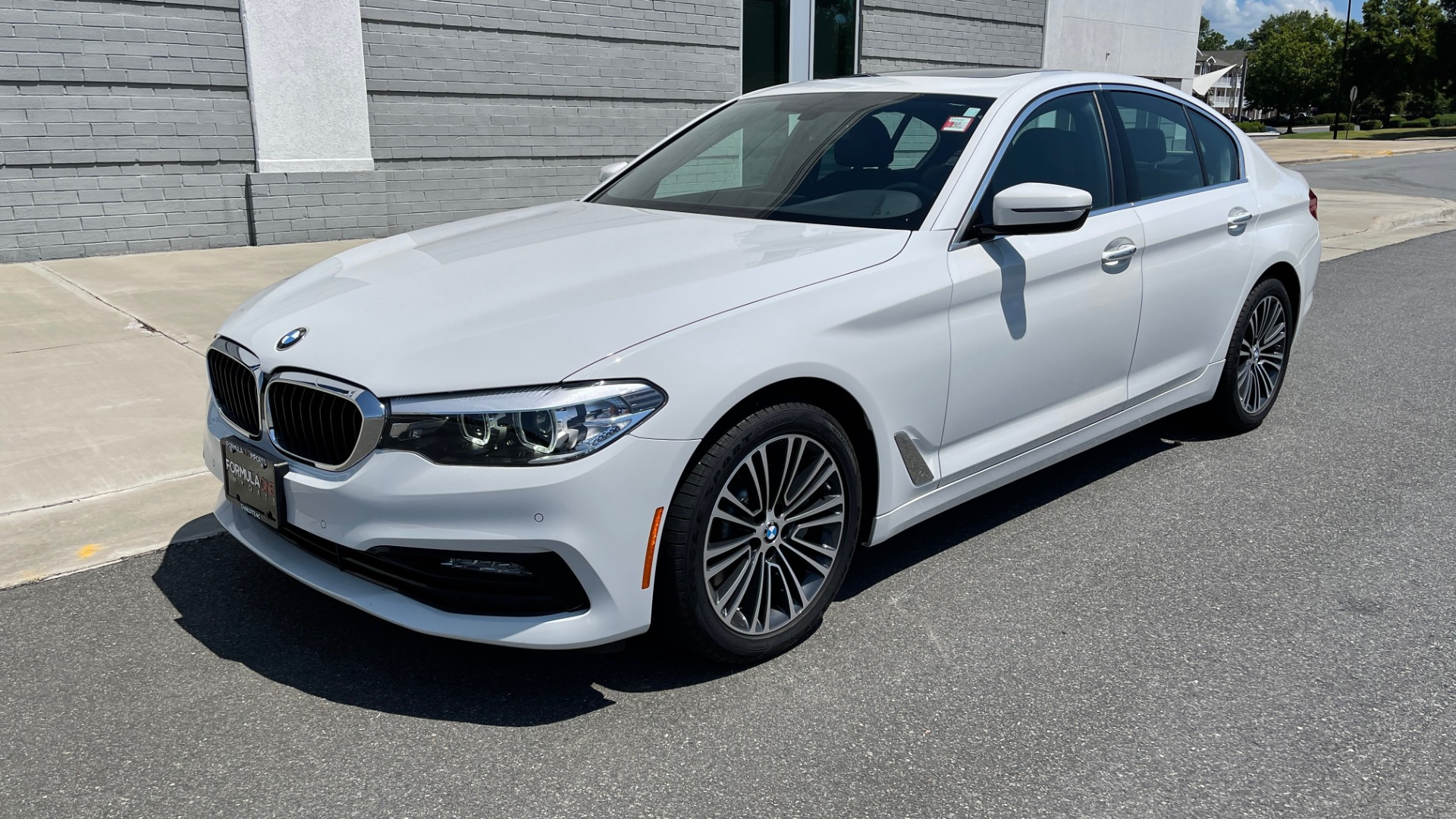 Used 2018 BMW 5 SERIES 540IXDRIVE PREMIUM / PARK ASSIST / KEYLESS ENTRY / SUNROOF / REARVIEW for sale $42,995 at Formula Imports in Charlotte NC 28227 3