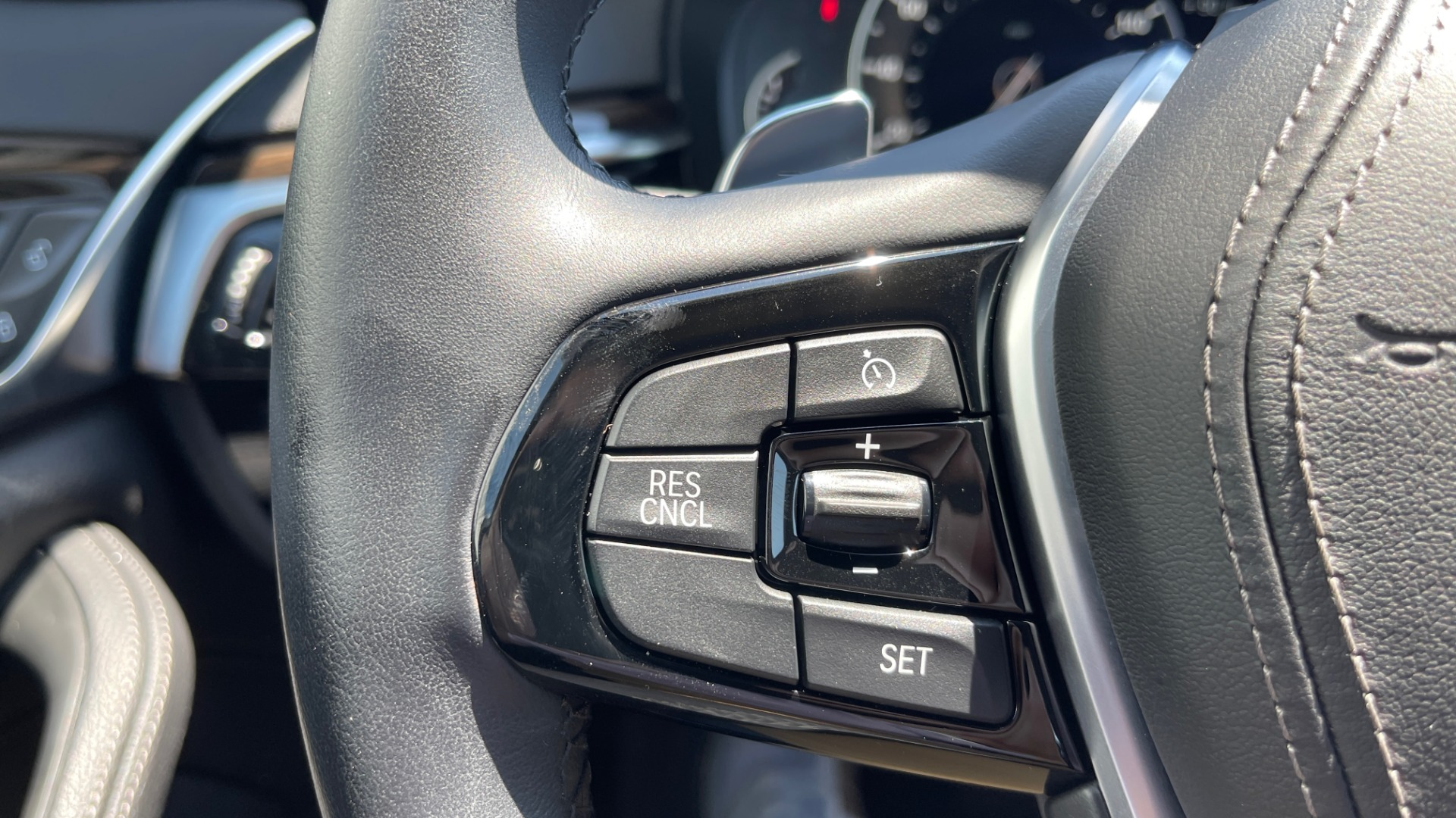 Used 2018 BMW 5 SERIES 540IXDRIVE PREMIUM / PARK ASSIST / KEYLESS ENTRY / SUNROOF / REARVIEW for sale $42,995 at Formula Imports in Charlotte NC 28227 36