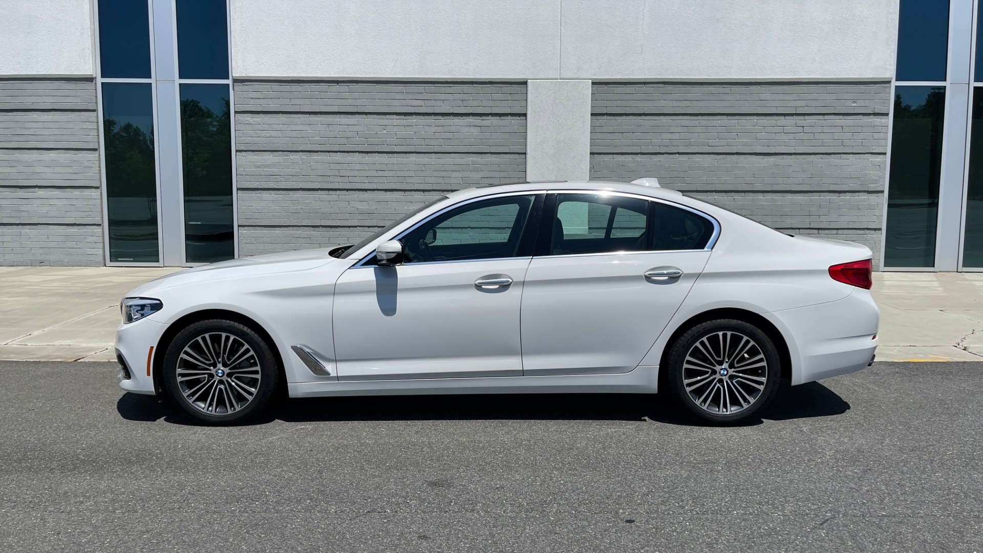 Used 2018 BMW 5 SERIES 540IXDRIVE PREMIUM / PARK ASSIST / KEYLESS ENTRY / SUNROOF / REARVIEW for sale $42,995 at Formula Imports in Charlotte NC 28227 4