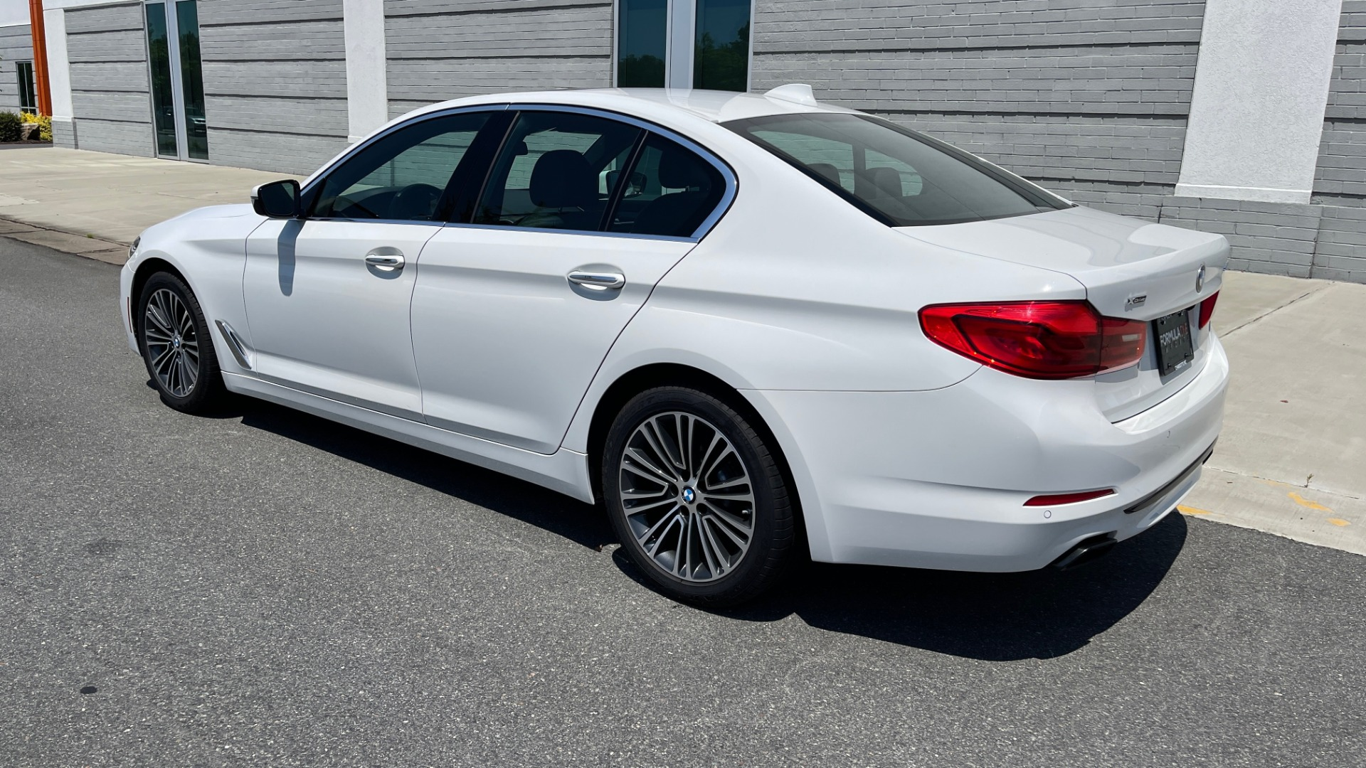 Used 2018 BMW 5 SERIES 540IXDRIVE PREMIUM / PARK ASSIST / KEYLESS ENTRY / SUNROOF / REARVIEW for sale $42,995 at Formula Imports in Charlotte NC 28227 5