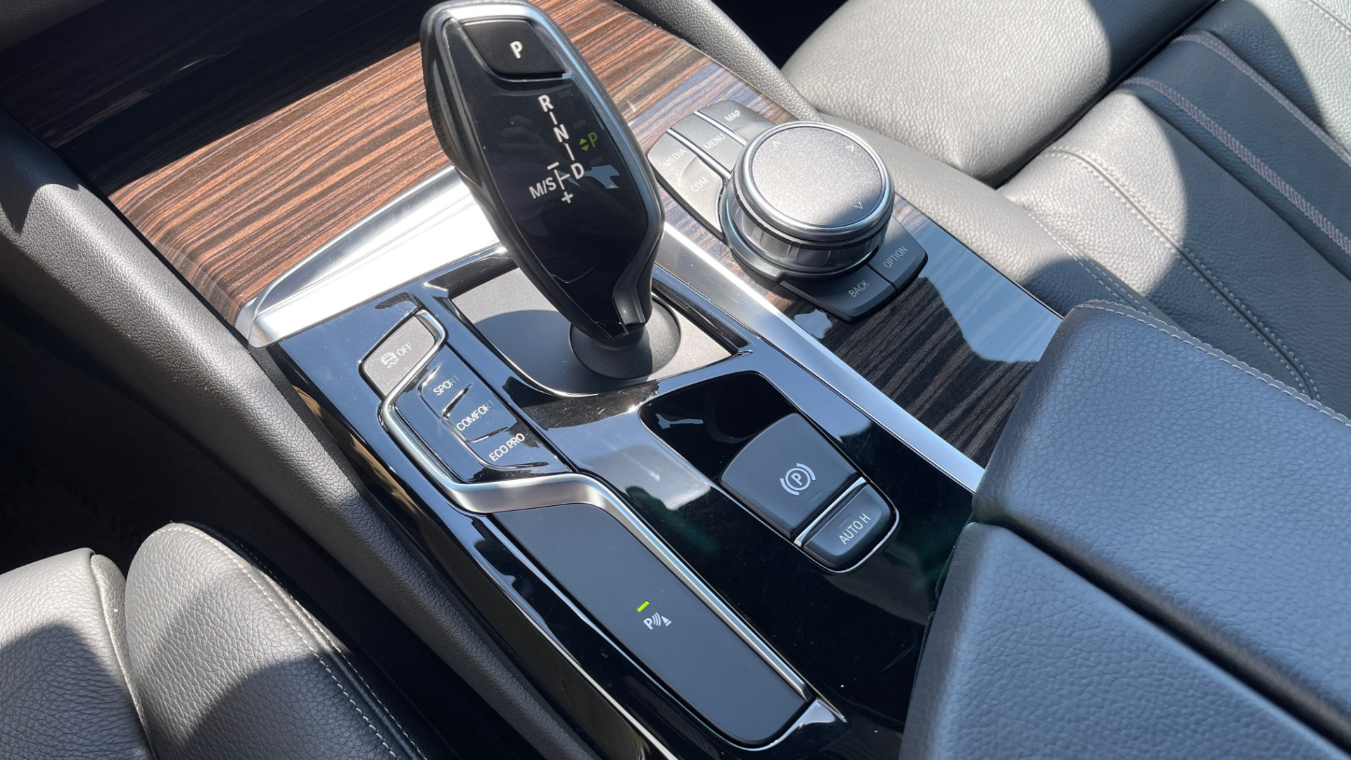 Used 2018 BMW 5 SERIES 540IXDRIVE PREMIUM / PARK ASSIST / KEYLESS ENTRY / SUNROOF / REARVIEW for sale $42,995 at Formula Imports in Charlotte NC 28227 51