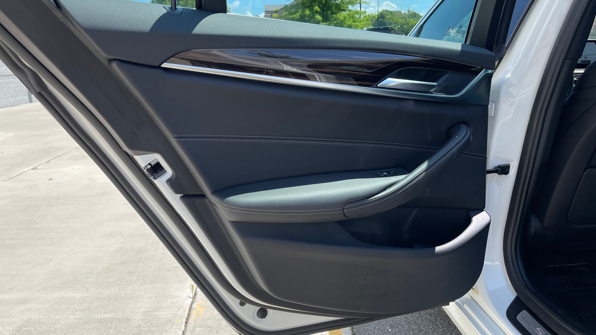 Used 2018 BMW 5 SERIES 540IXDRIVE PREMIUM / PARK ASSIST / KEYLESS ENTRY / SUNROOF / REARVIEW for sale $42,995 at Formula Imports in Charlotte NC 28227 53
