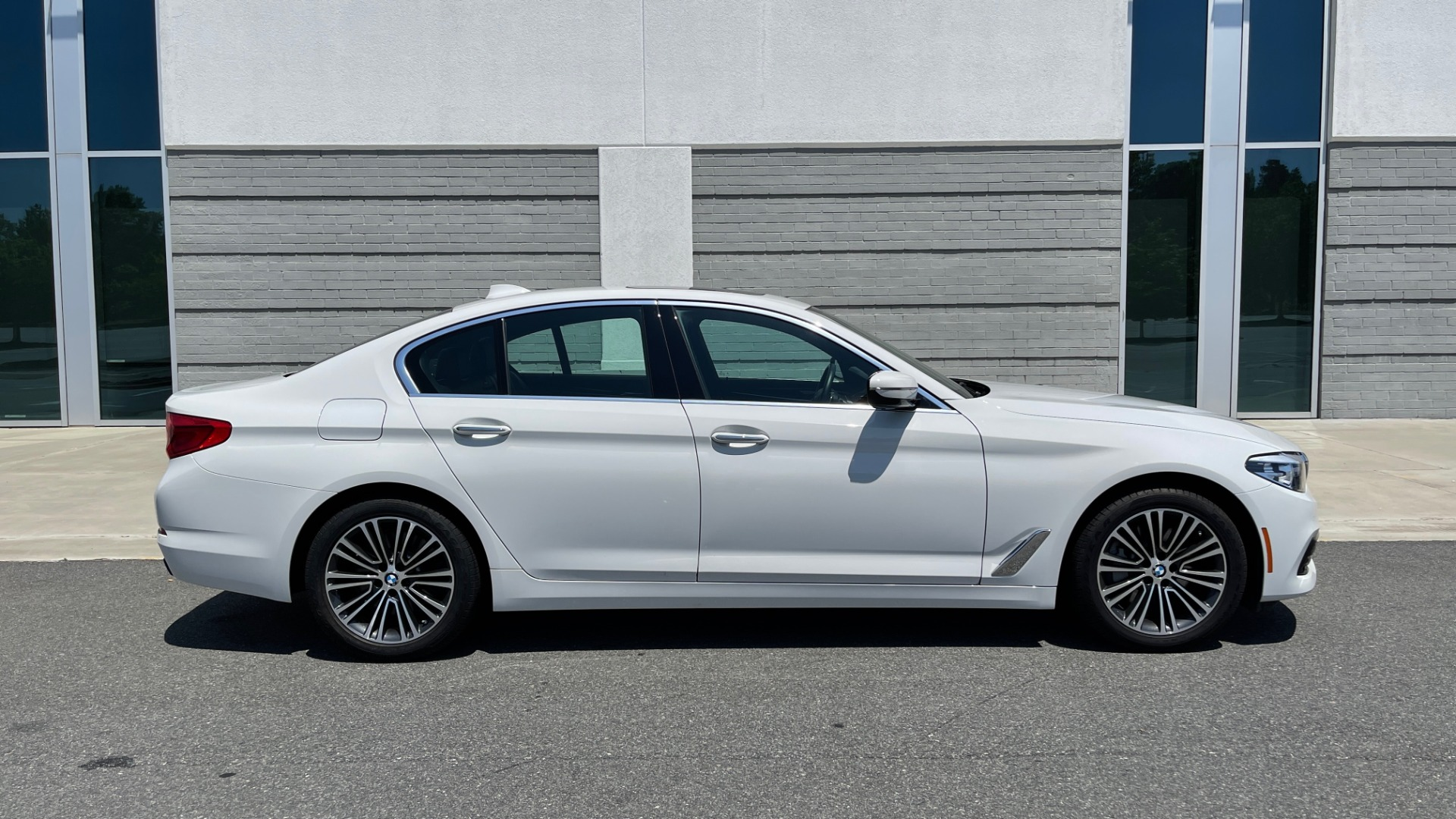 Used 2018 BMW 5 SERIES 540IXDRIVE PREMIUM / PARK ASSIST / KEYLESS ENTRY / SUNROOF / REARVIEW for sale $42,995 at Formula Imports in Charlotte NC 28227 6