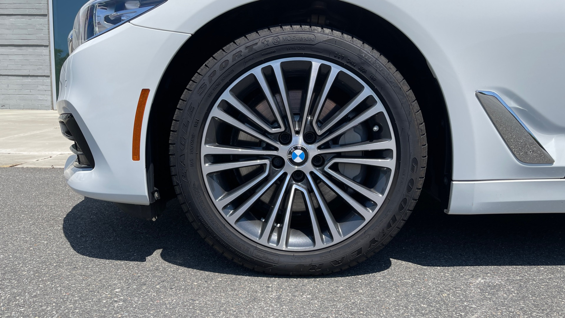 Used 2018 BMW 5 SERIES 540IXDRIVE PREMIUM / PARK ASSIST / KEYLESS ENTRY / SUNROOF / REARVIEW for sale $42,995 at Formula Imports in Charlotte NC 28227 72