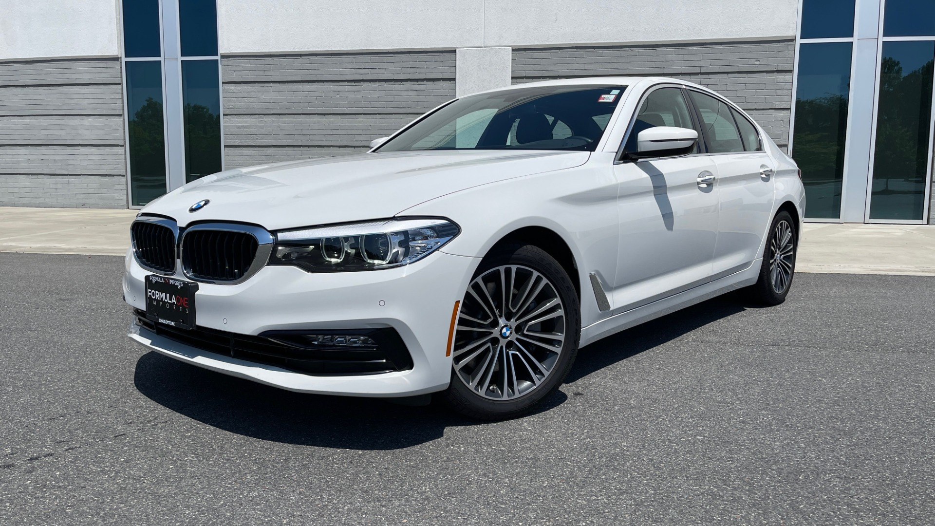 Used 2018 BMW 5 SERIES 540IXDRIVE PREMIUM / PARK ASSIST / KEYLESS ENTRY / SUNROOF / REARVIEW for sale $42,995 at Formula Imports in Charlotte NC 28227 1